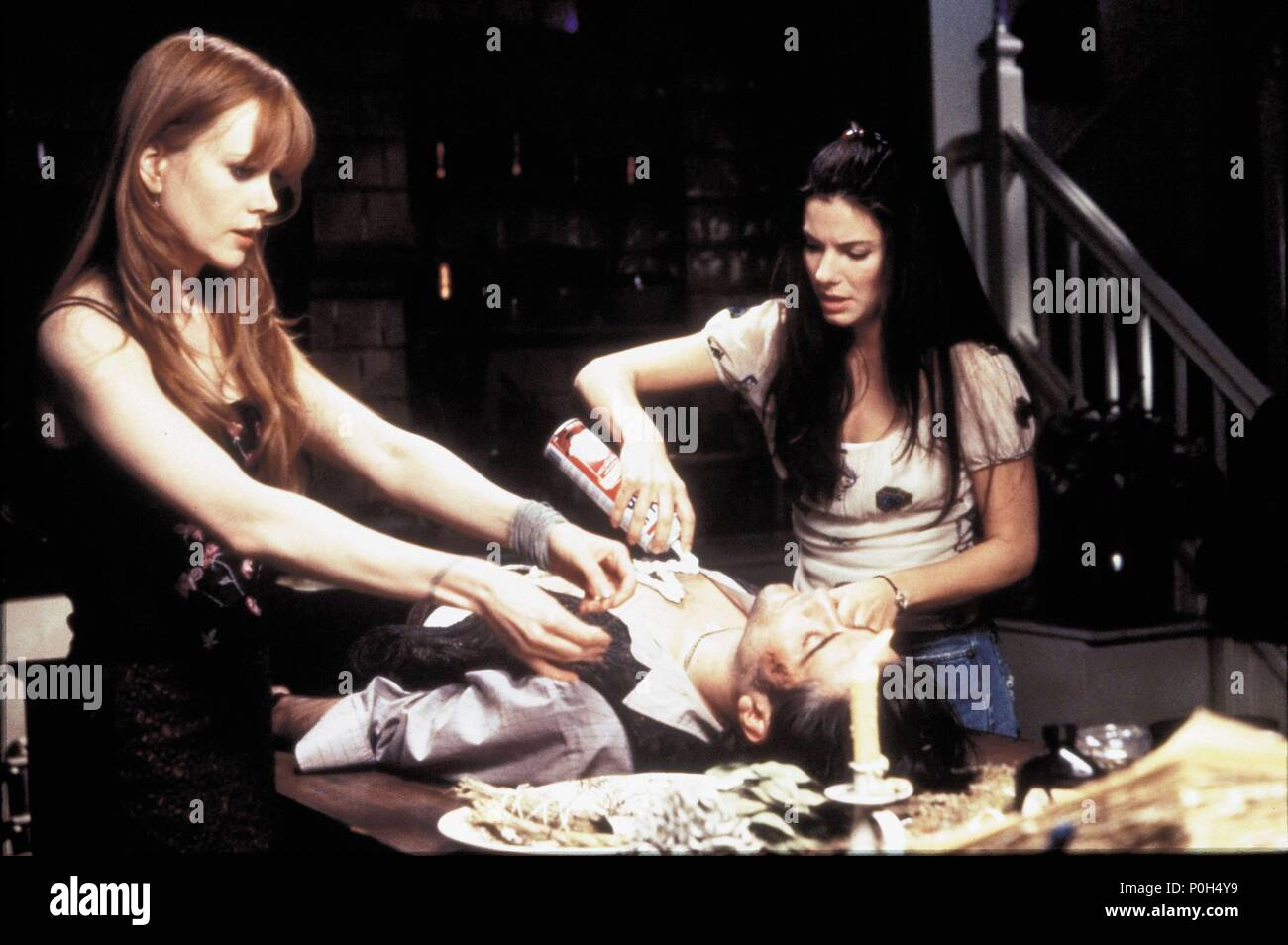 Original Film Title: PRACTICAL MAGIC.  English Title: PRACTICAL MAGIC.  Film Director: GRIFFIN DUNNE.  Year: 1998.  Stars: SAHNE; NICOLE KIDMAN; SANDRA BULLOCK; GORAN VISNJIC. Credit: WARNER BROTHERS / TENNER, SUZANNE / Album - Stock Image