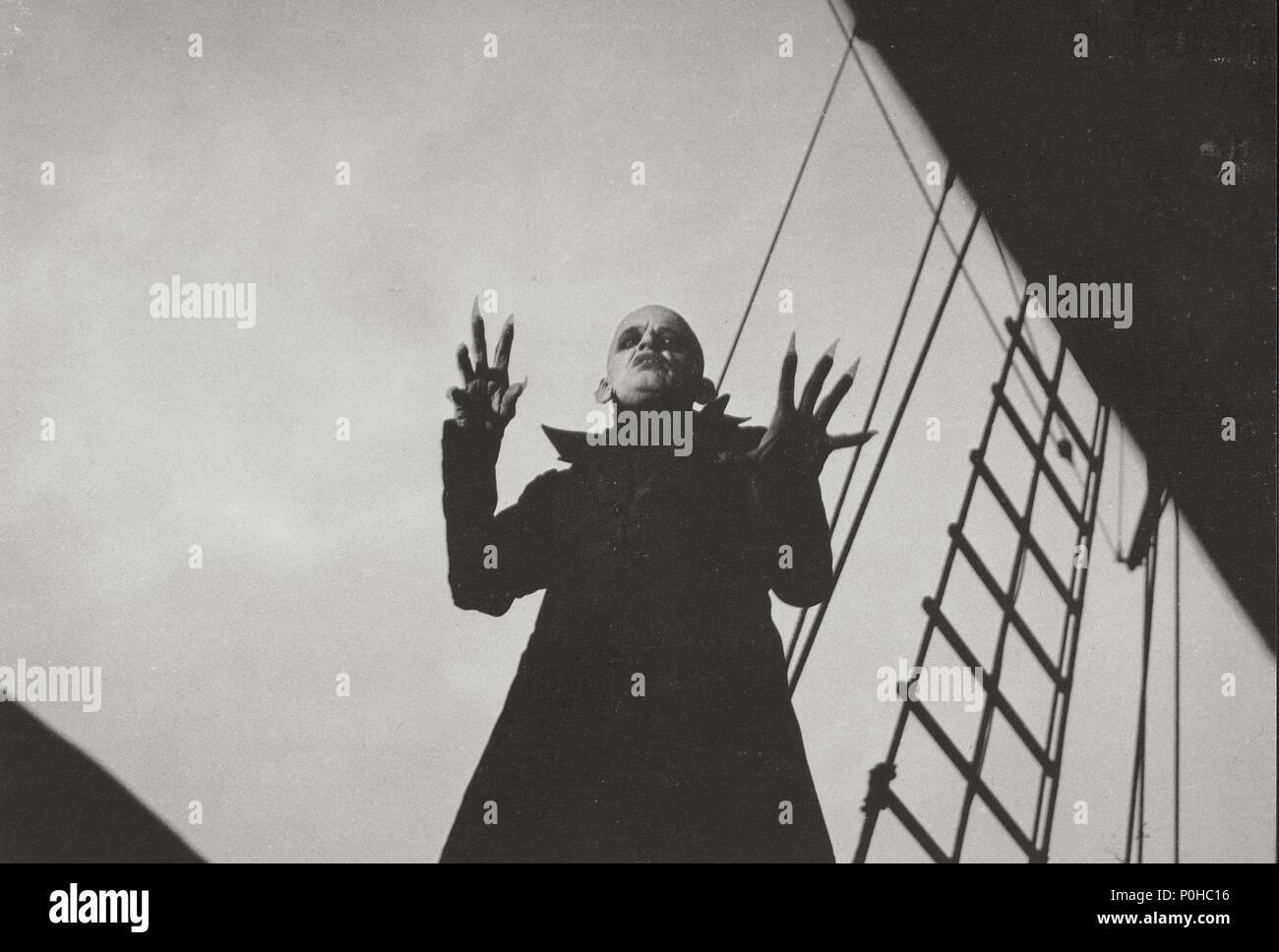 Original Film Title: NOSFERATU: PHANTOM DER NACHT.  English Title: NOSFERATU THE VAMPYRE.  Film Director: WERNER HERZOG.  Year: 1979.  Stars: KLAUS KINSKI. Credit: WERNER HERZOG FILMPRODUKTION / Album Stock Photo