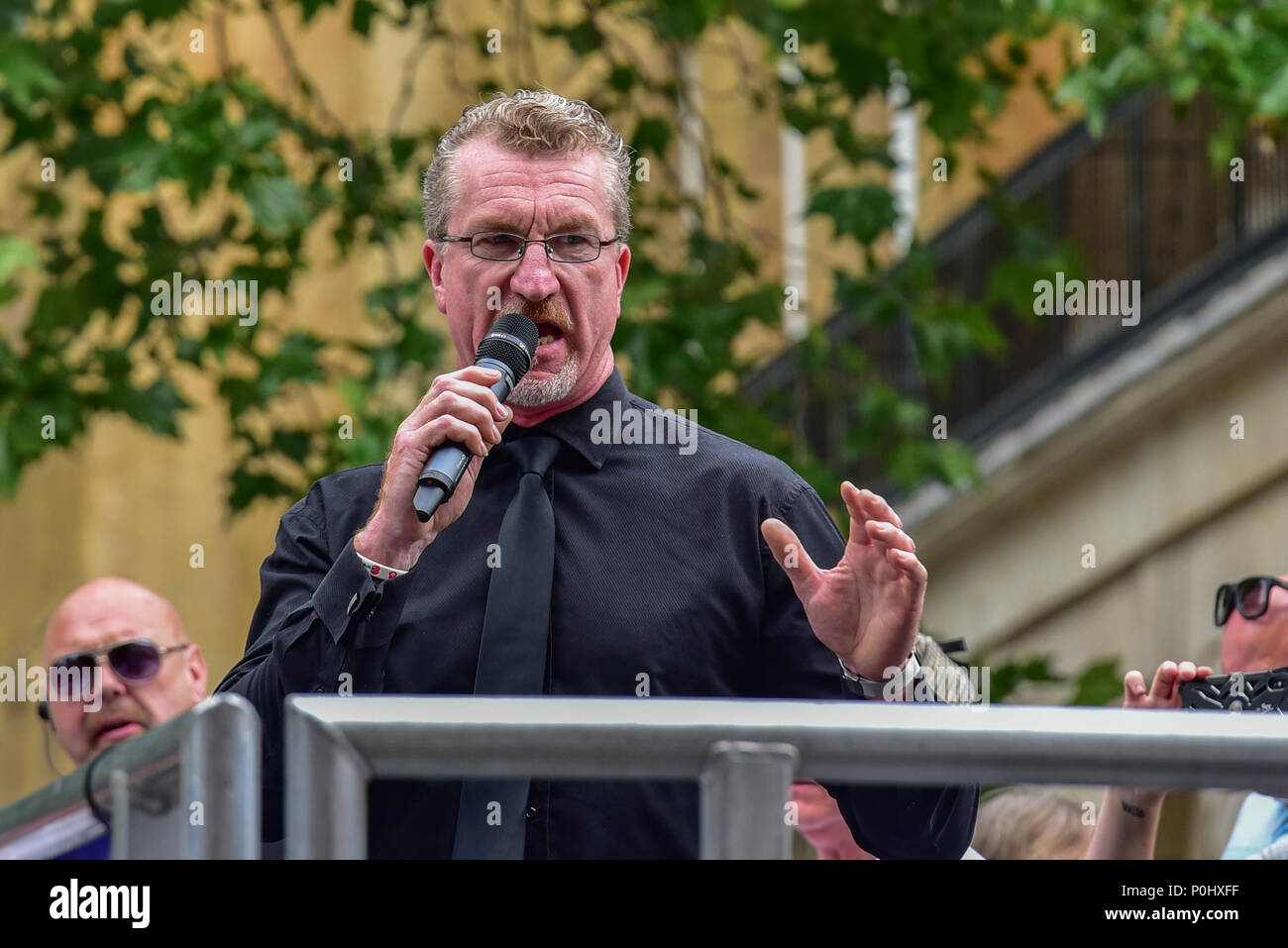 London, United Kingdom. 9 June 2018. A 'Free Tommy' demonstration has been held in Whitehall to protest against the jailing of Stephen Yaxley-Lennon who goes by the name Tommy Robinson. In May 2018 Robinson was sentenced to ten months for contempt of court and a previous three months' suspended sentence was activated. PICTURED: Kevin Carroll Credit: Peter Manning/Alamy Live News - Stock Image