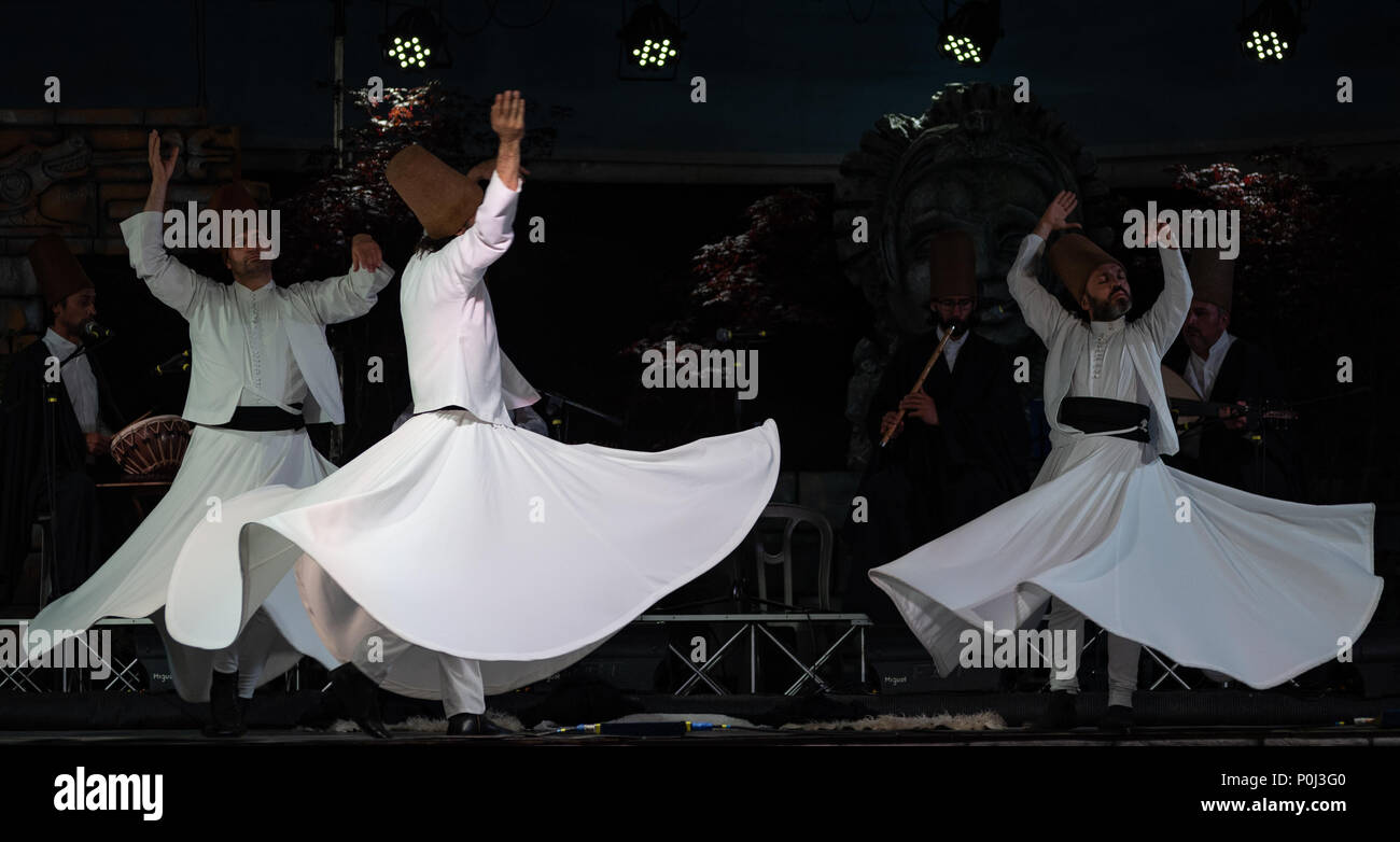 Chiuduno, Italy. 8th June 2018. The Turkish whirling dancers or Sufi whirling dancers performing of the Mevlevi (whirling dervish) sema  at the festival LO SPIRITO DEL PIANETA Credit: Simone Brambilla/Alamy Live News The Turkish whirling dancers or Sufi whirling dancers performing of the Mevlevi (whirling dervish) sema  at the festival LO SPIRITO DEL PIANETA Credit: Simone Brambilla/Alamy Live News - Stock Image