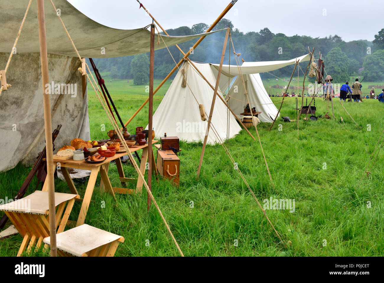 Tents and camping in living history of English Civil War