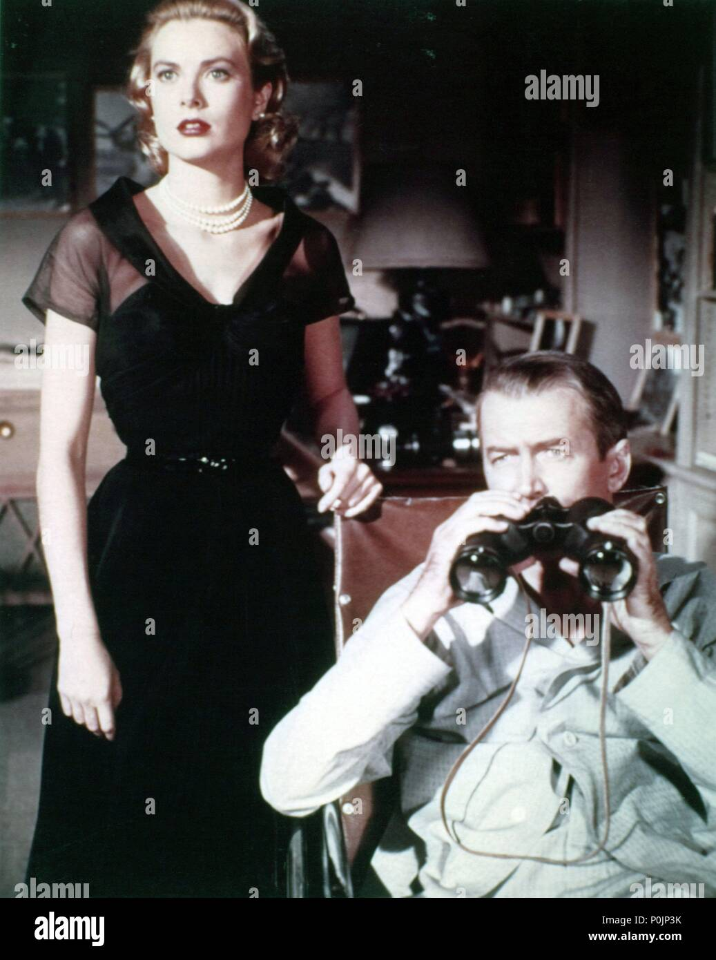 Original Film Title: REAR WINDOW.  English Title: REAR WINDOW.  Film Director: ALFRED HITCHCOCK.  Year: 1954.  Stars: JAMES STEWART; GRACE KELLY. Credit: PARAMOUNT PICTURES / Album - Stock Image