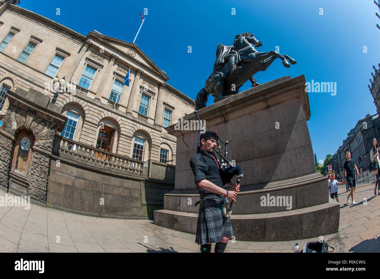 Remembering D Day Bill Millin Mad Piper Whose: Piper Statue Stock Photos & Piper Statue Stock Images