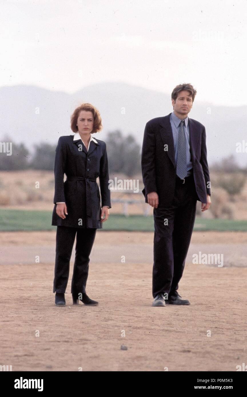 Original Film Title: X-FILES, THE.  English Title: X-FILES, THE.  Film Director: ROB BOWMAN.  Year: 1998.  Stars: DAVID DUCHOVNY; GILLIAN ANDERSON. Credit: 20TH CENTURY FOX / Album - Stock Image