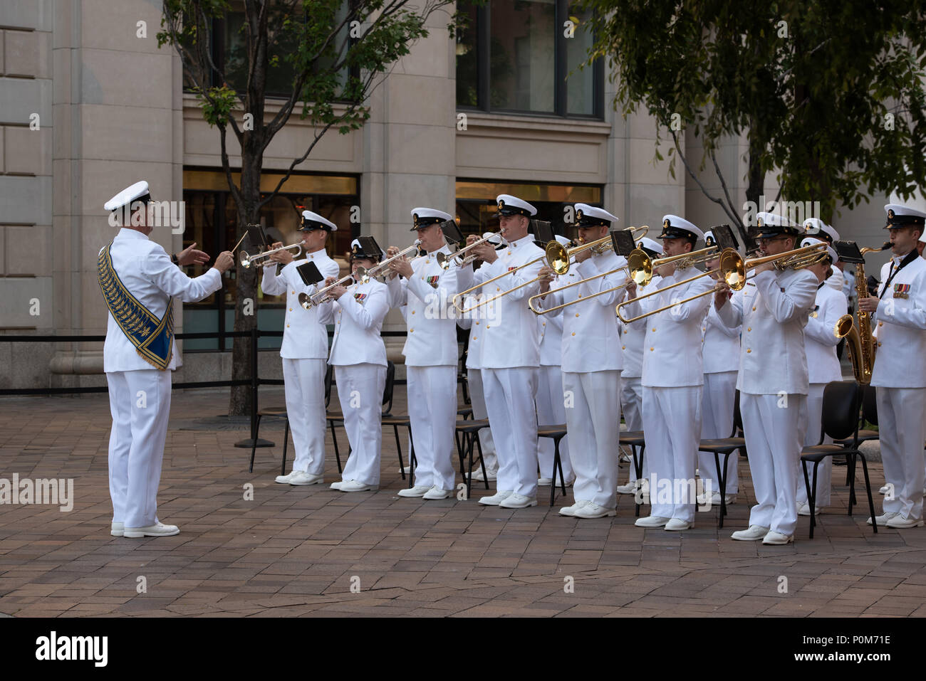 180605-N-HG258-1071 WASHINGTON (June 5, 2018) Members of the U.S. Navy Ceremonial band perform ceremonial music at the U.S. Navy Memorial in Washington, D.C., during the commemoration of the 76th anniversary of the Battle of Midway. The Battle of Midway began on June 4 in 1942 and stands as one of the U.S. Navy's most historically significant naval battles. Fought on the high seas of the Pacific more than half a century ago, this battle altered the course of the war in the Pacific and thereby shaped the outcome of world events. (U.S. Navy photo by Senior Chief Musician Stephen Hassay/Released) - Stock Image