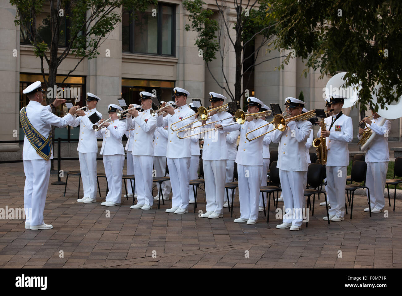 180605-N-HG258-1085 WASHINGTON (June 5, 2018) Members of the U.S. Navy Ceremonial band perform ceremonial music at the U.S. Navy Memorial in Washington, D.C., during the commemoration of the 76th anniversary of the Battle of Midway. The Battle of Midway began on June 4 in 1942 and stands as one of the U.S. Navy's most historically significant naval battles. Fought on the high seas of the Pacific more than half a century ago, this battle altered the course of the war in the Pacific and thereby shaped the outcome of world events. (U.S. Navy photo by Senior Chief Musician Stephen Hassay/Released) - Stock Image