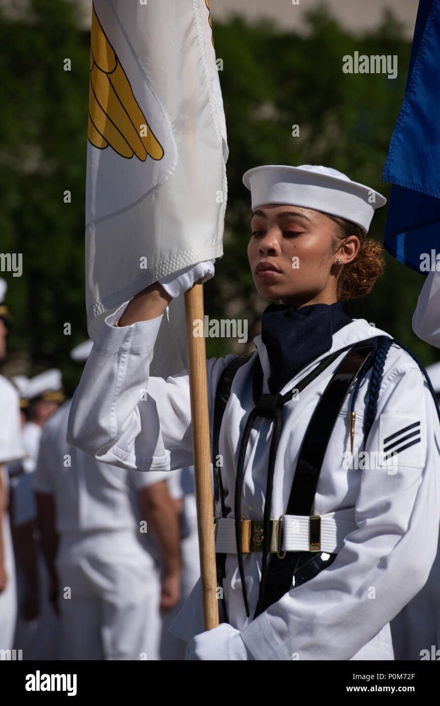 180605-N-HG258-1135 WASHINGTON (June 5, 2018) Members of the U.S. Navy Ceremonial guard march onto the U.S. Navy Memorial in Washington, D.C., during the commemoration of the 76th anniversary of the Battle of Midway. The Battle of Midway began on June 4 in 1942 and stands as one of the U.S. Navy's most historically significant naval battles. Fought on the high seas of the Pacific more than half a century ago, this battle altered the course of the war in the Pacific and thereby shaped the outcome of world events. (U.S. Navy photo by Senior Chief Musician Stephen Hassay/Released) - Stock Image