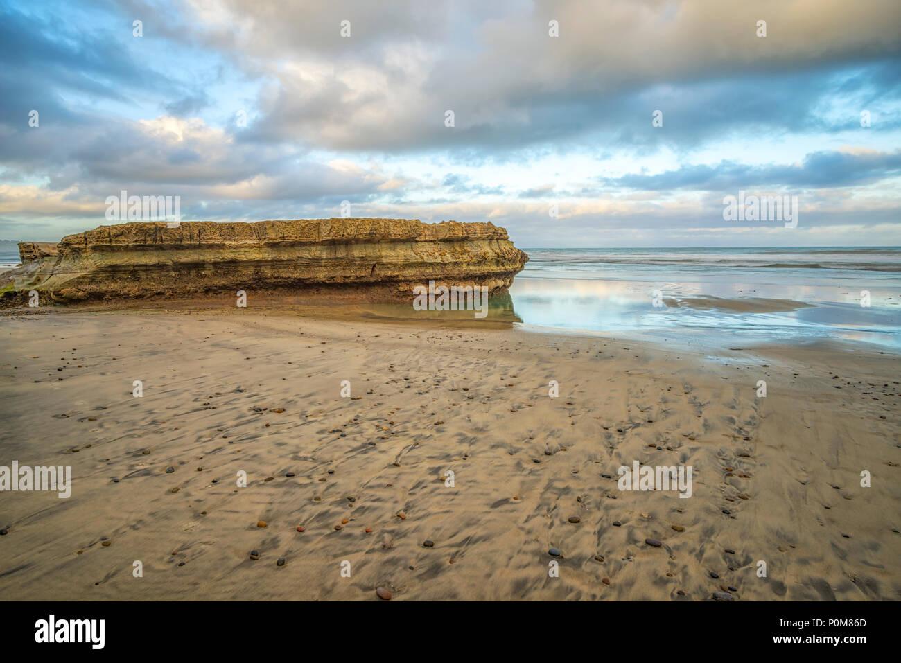 Torrey Pines State Beach, La Jolla, California, USA. A view of Flat Rock. - Stock Image
