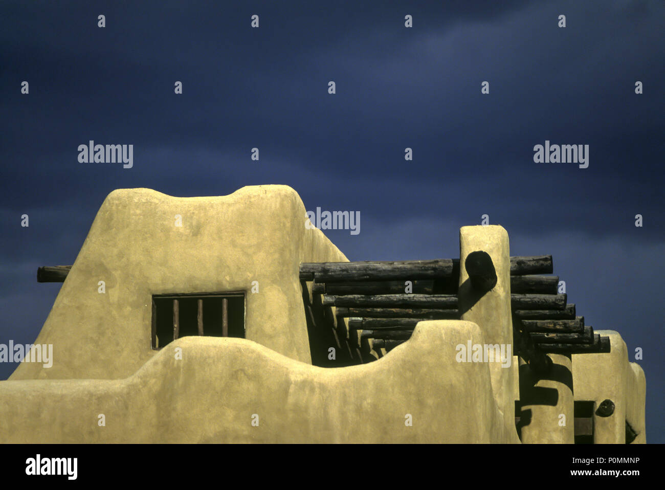 1996 HISTORICAL ADOBE STYLE HOUSE SANTA FE NEW MEXICO USA Stock Photo
