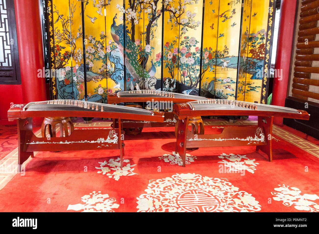 Yangzhou, Jiangsu, China.  Three Guzhengs, a Traditional Chinese Stringed Instrument.  Slender West Lake Park. - Stock Image