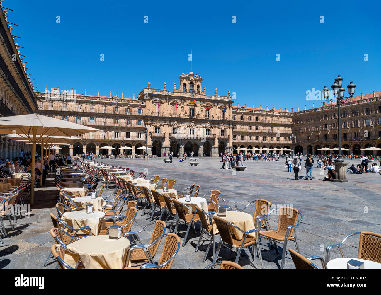 Salamanca, Spain. Cafes in the Plaza Mayor looking towards the City Hall (Ayuntamiento), Salamanca, Castilla y Leon, Spain Stock Photo