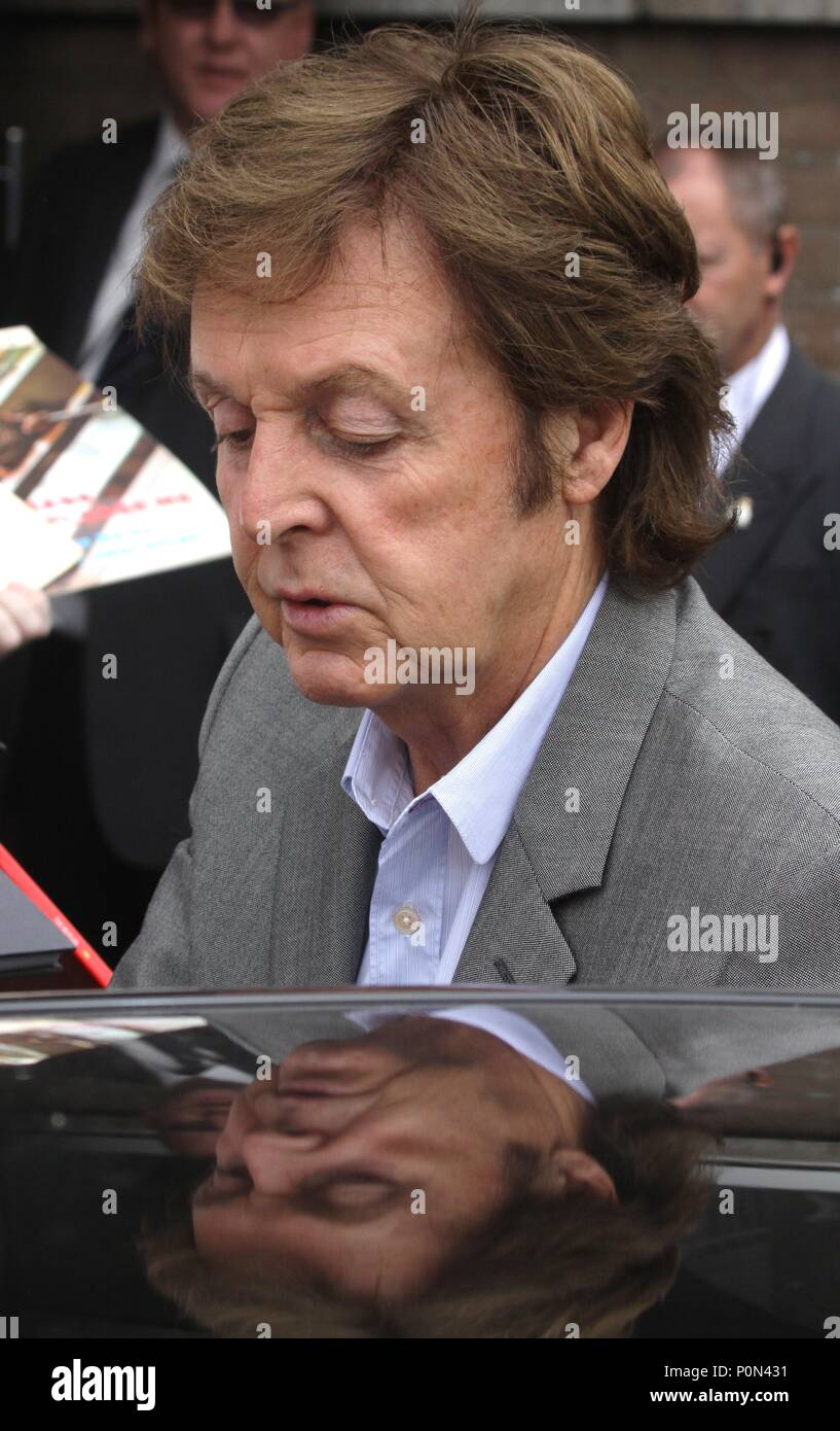 Liverpool,Uk, Sir Paul McCartney mobbed by fans in Liverpool credit Ian Fairbrother/Alamy Stock Photos - Stock Image