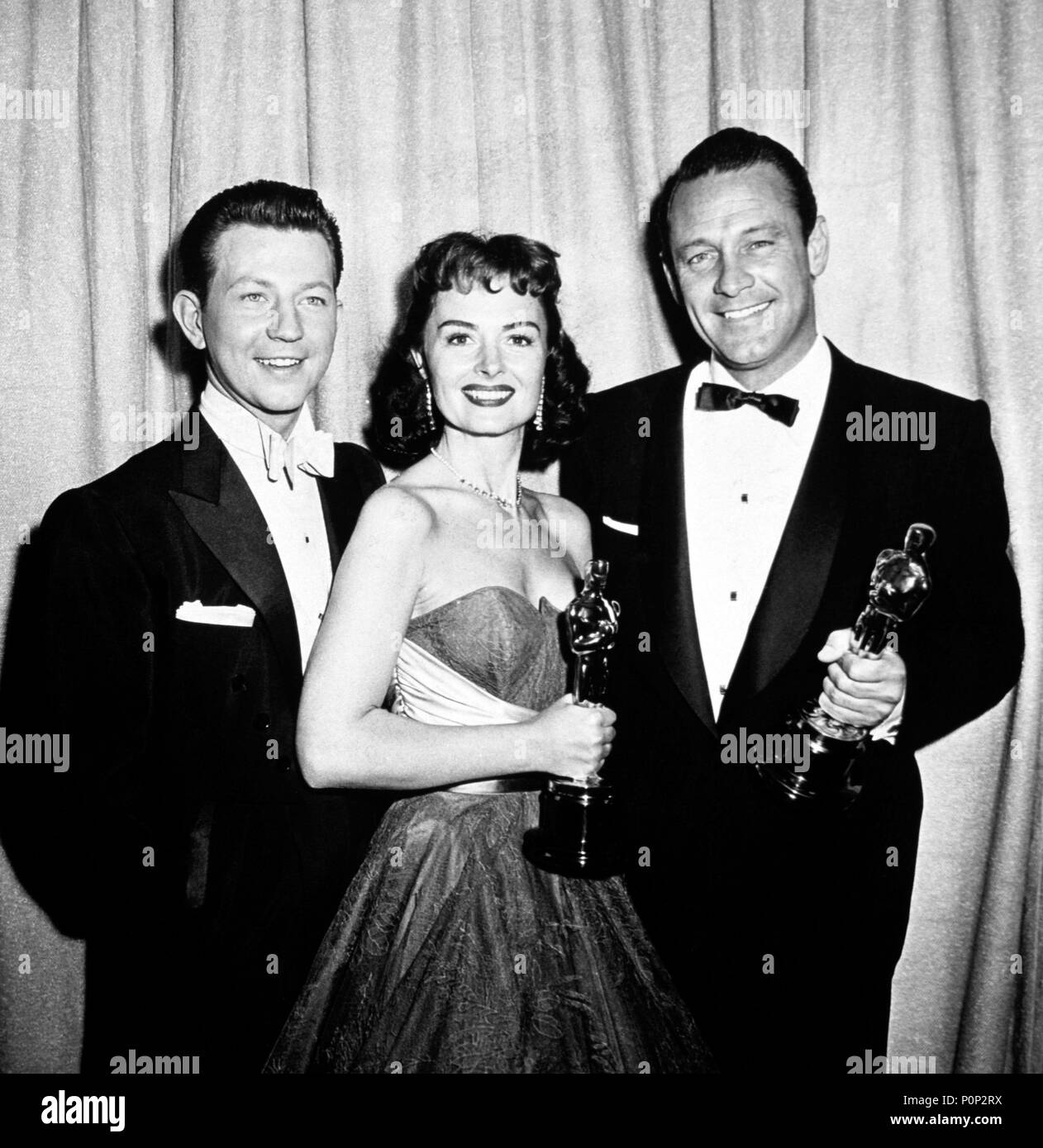 "Description: 26th Academy Awards (1954). Donna Reed, best actress in a supporting role for ""From Here to Eternety"". William holden, best actor for ""Stalag 17"". Donald O'Connor accompanies them..  Year: 1954.  Stars: DONALD O'CONNOR; DONNA REED; WILLIAM HOLDEN. Stock Photo"