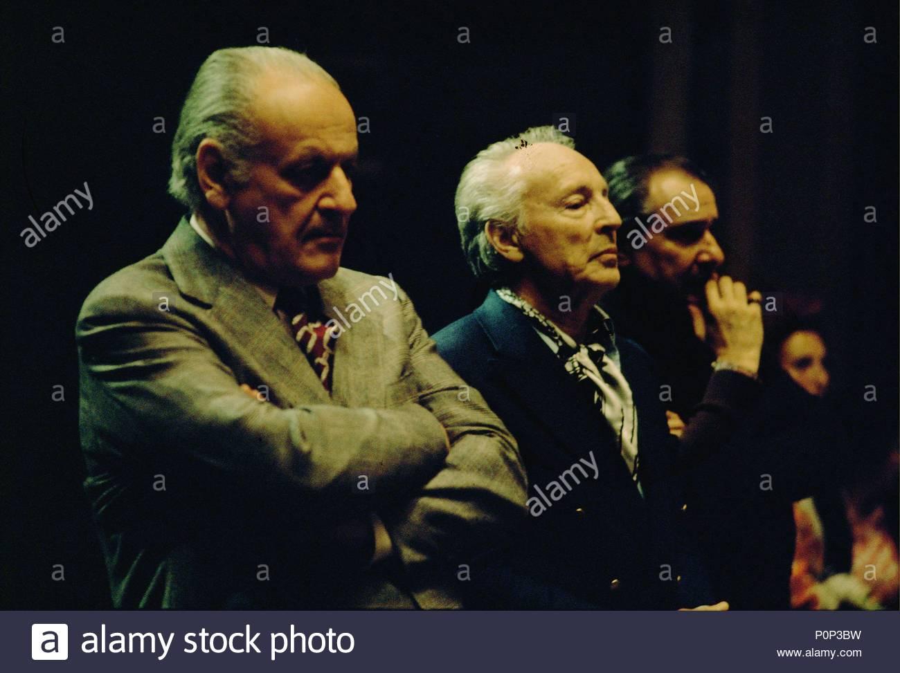 Watching a researsal at the Palais Garnier are director Rolf Liebermann (left) and choreographer Georges Balanchine, Paris,1973. Location: Operahouse Palais Garnier, Paris, France. - Stock Image
