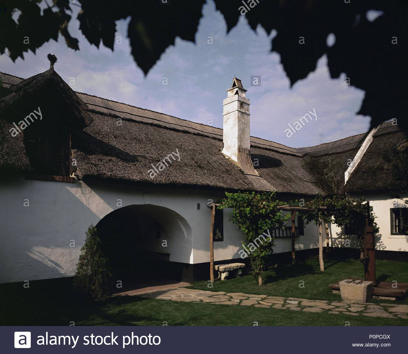The straw-thatched farmhouse in Rohrau, Austria, where Joseph Haydn was born and where his father worked as a wheelwright. Inner courtyard. Location: Haydn Museum, Rohrau, Austria. - Stock Image