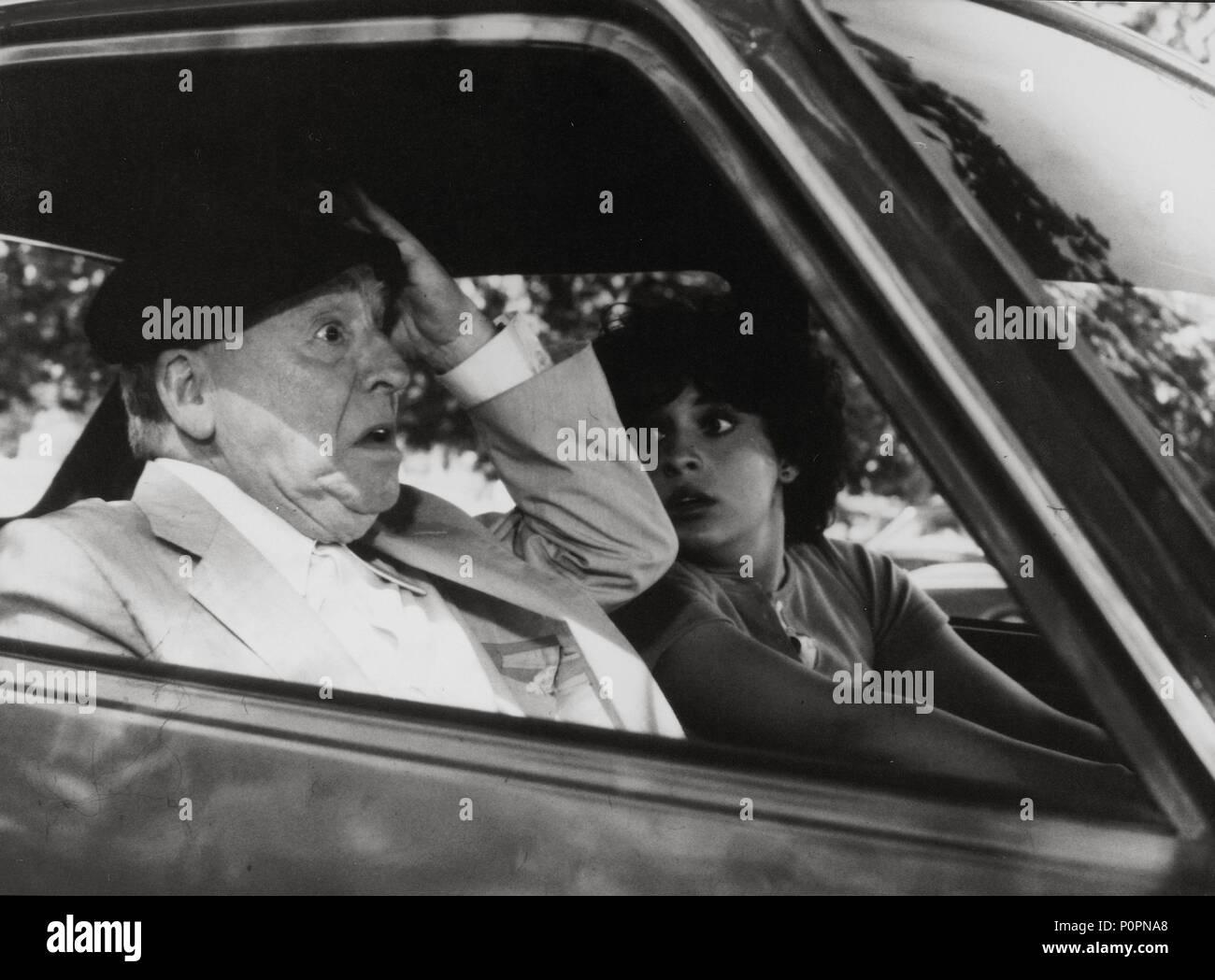 Original Film Title: ES PELIGROSO CASARSE A LOS 60.  English Title: ES PELIGROSO CASARSE A LOS 60.  Film Director: MARIANO OZORES.  Year: 1981.  Stars: PACO MARTINEZ SORIA. Credit: FILMAYER / Album Stock Photo