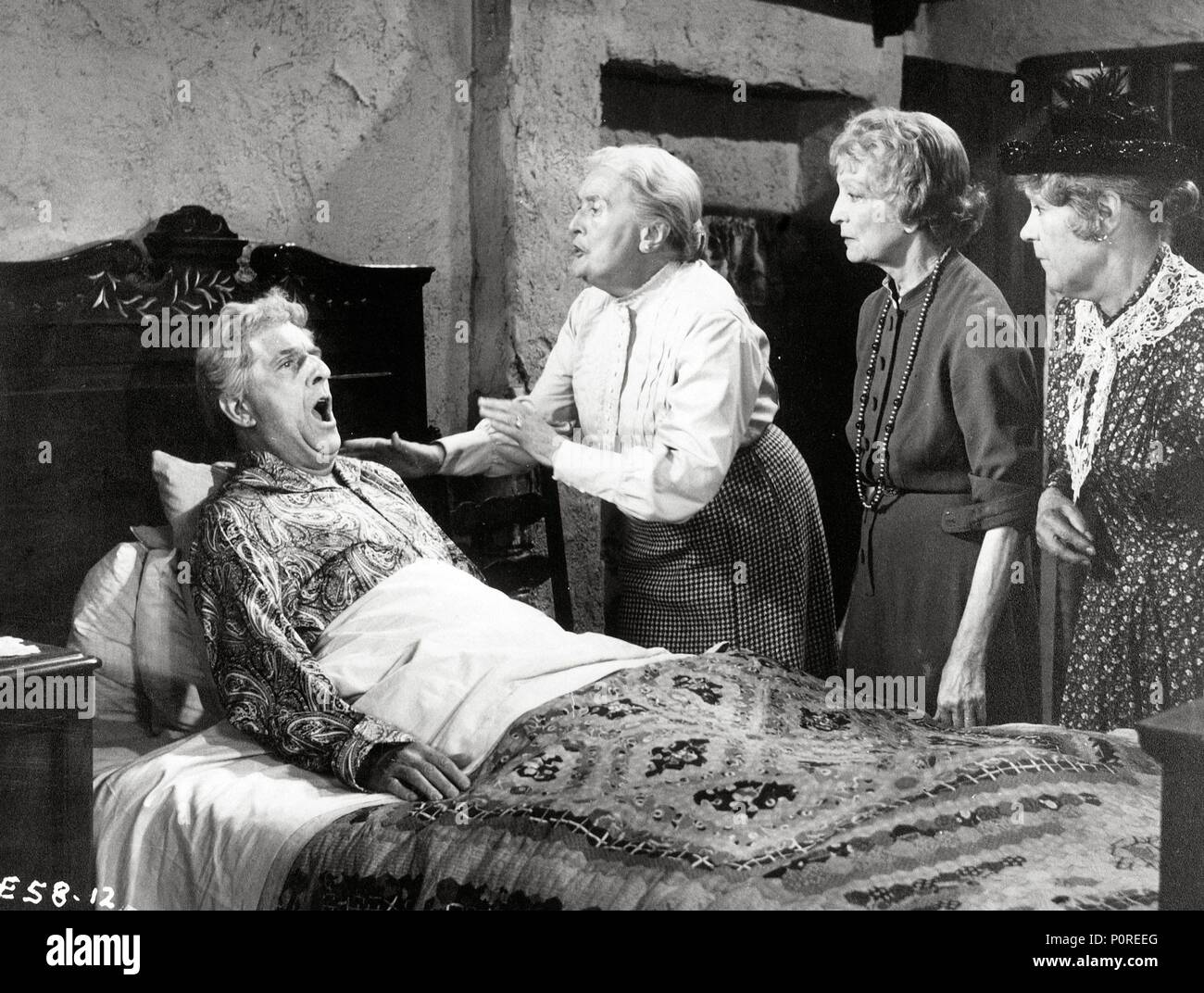 Original Film Title: ALIVE AND KICKING.  English Title: ALIVE AND KICKING.  Film Director: CYRIL FRANKEL.  Year: 1959.  Stars: STANLEY HOLLOWAY; ESTELLE WINWOOD; SYBIL THORNDIKE. Credit: ASSOCIATED BRITISH PICTURES / Album - Stock Image