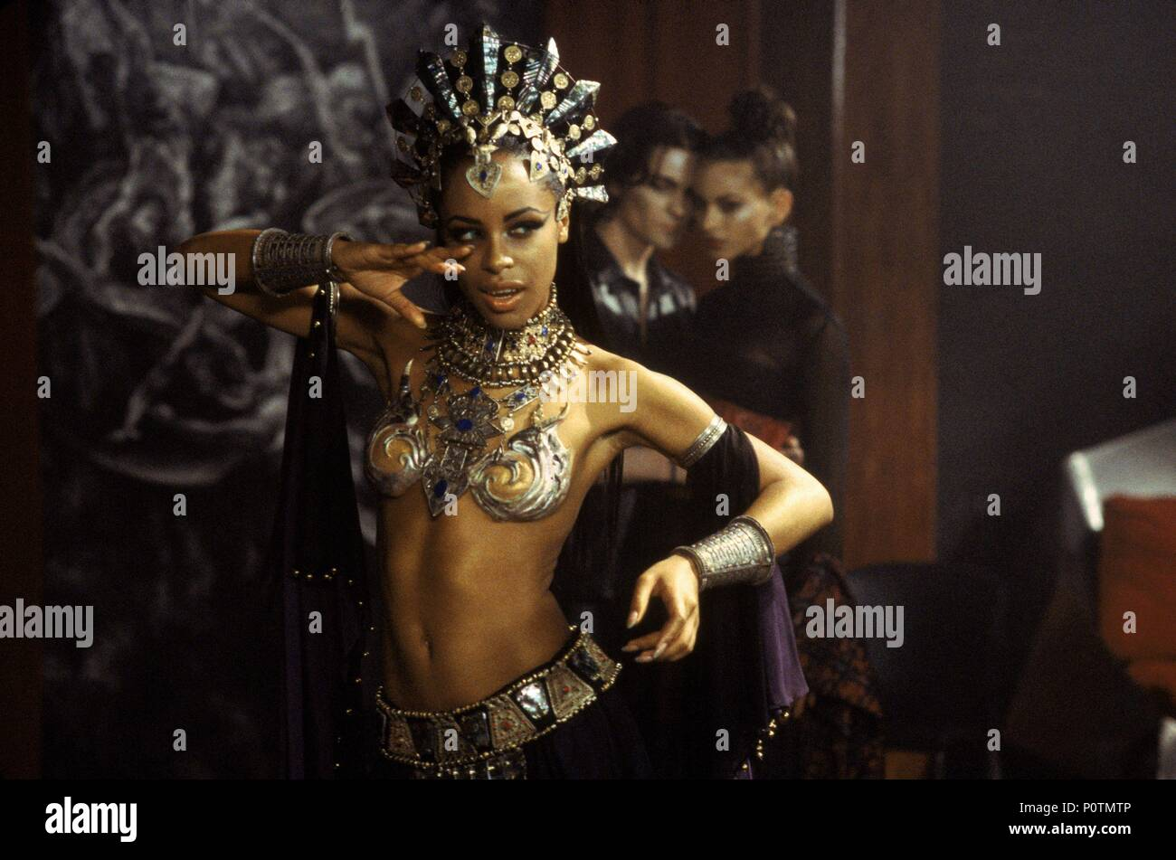 Original Film Title: QUEEN OF THE DAMNED.  English Title: QUEEN OF THE DAMNED.  Film Director: MICHAEL RYMER.  Year: 2002.  Stars: AALIYAH. Credit: WARNER BROS. PICTURES / Album - Stock Image