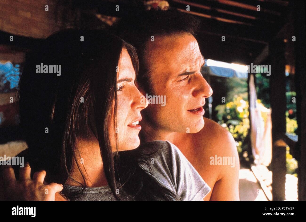 Original Film Title: O INVASOR.  English Title: TRESPASSER, THE.  Film Director: BETO BRANT.  Year: 2002. Credit: DRAMA FILMES/TIBET FILME/EUROPA FILMES/VIDEOFILMES/QUANDRA / EL KOBBI, EDUARDO / Album - Stock Image