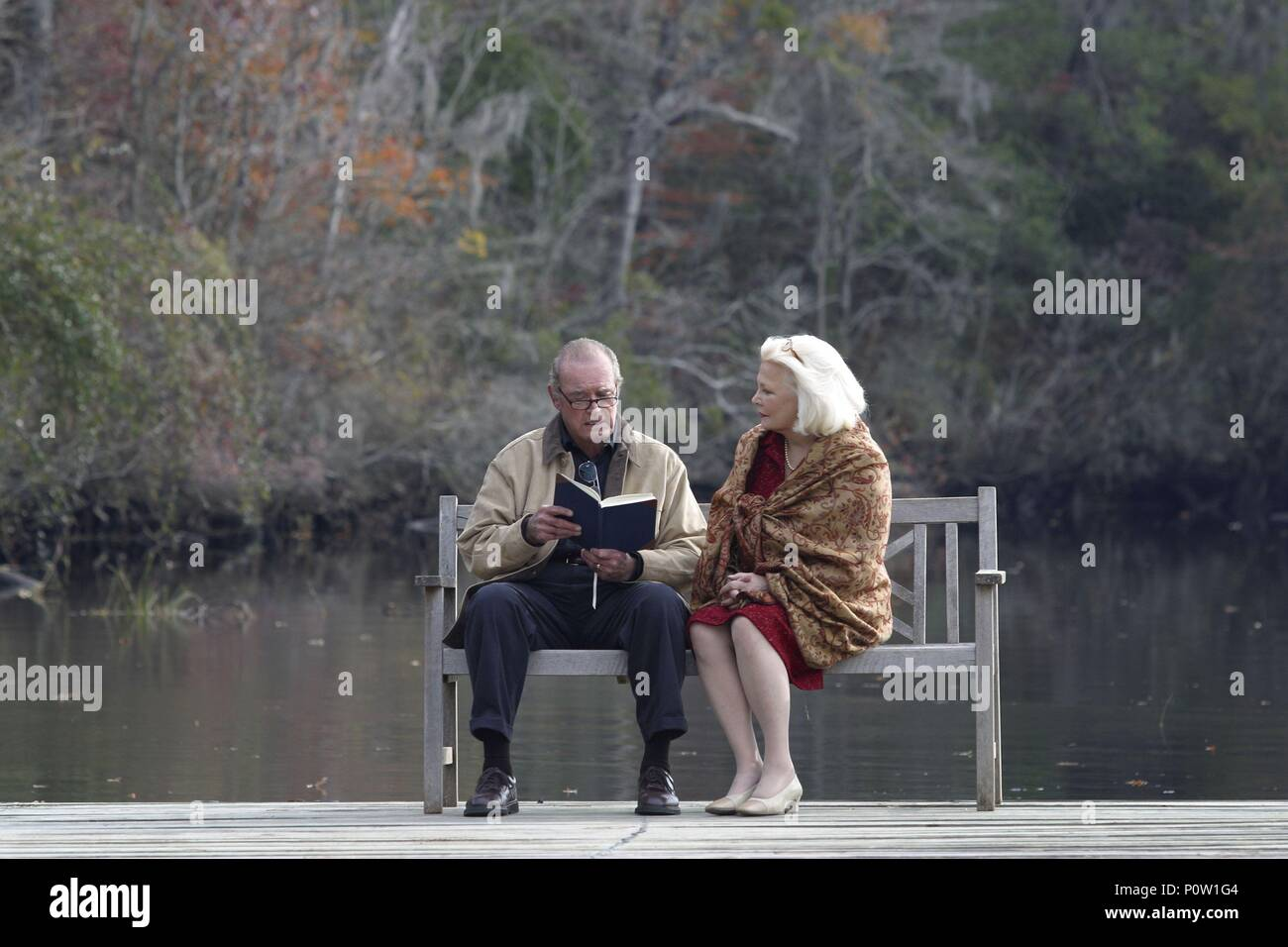 Original Film Title: THE NOTEBOOK.  English Title: THE NOTEBOOK.  Film Director: NICK CASSAVETES.  Year: 2004.  Stars: JAMES GARNER; GENA ROWLANDS. Credit: NEW LINE CINEMA / MOSELEY, MELISSA / Album - Stock Image