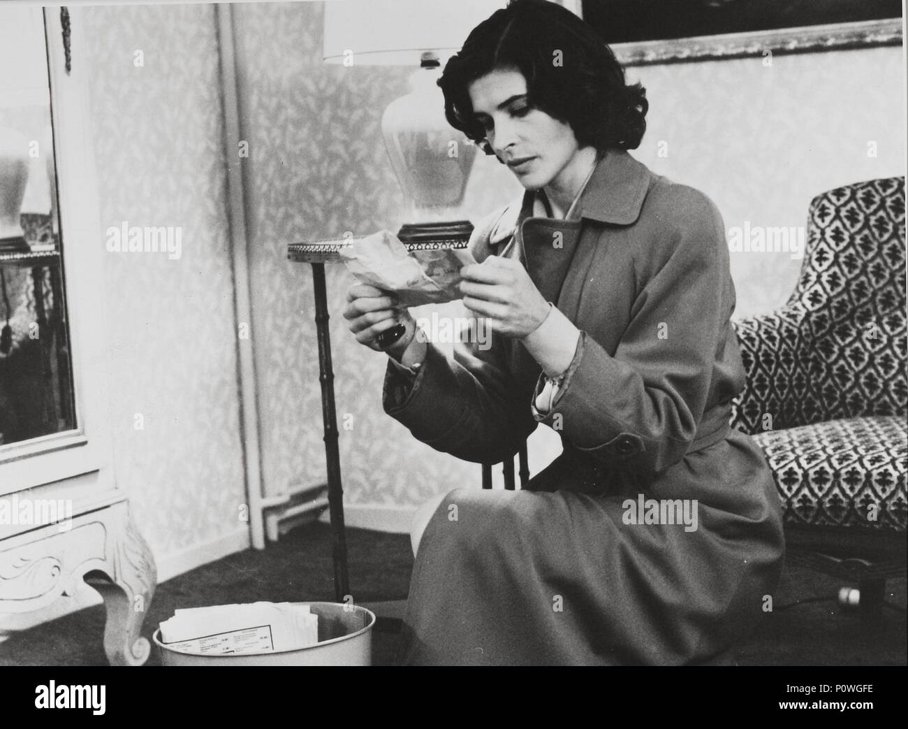 Original Film Title: VIVEMENT DIMANCHE!.  English Title: CONFIDENTIALLY YOURS.  Film Director: FRANCOIS TRUFFAUT.  Year: 1983.  Stars: FANNY ARDANT. Credit: LES FILMS DU CARROSSE / Album - Stock Image