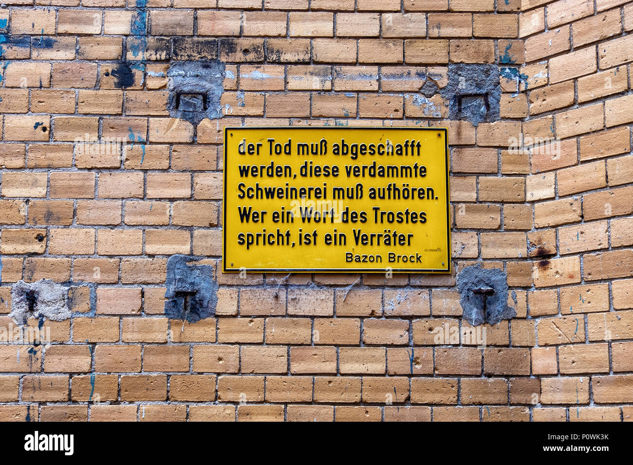 Berlin, Mitte Sophie-Gips-Höfe. Yellow plaque with quote by Bazon Brook on Courtyard wall of Historic 19th century building                            - Stock Image