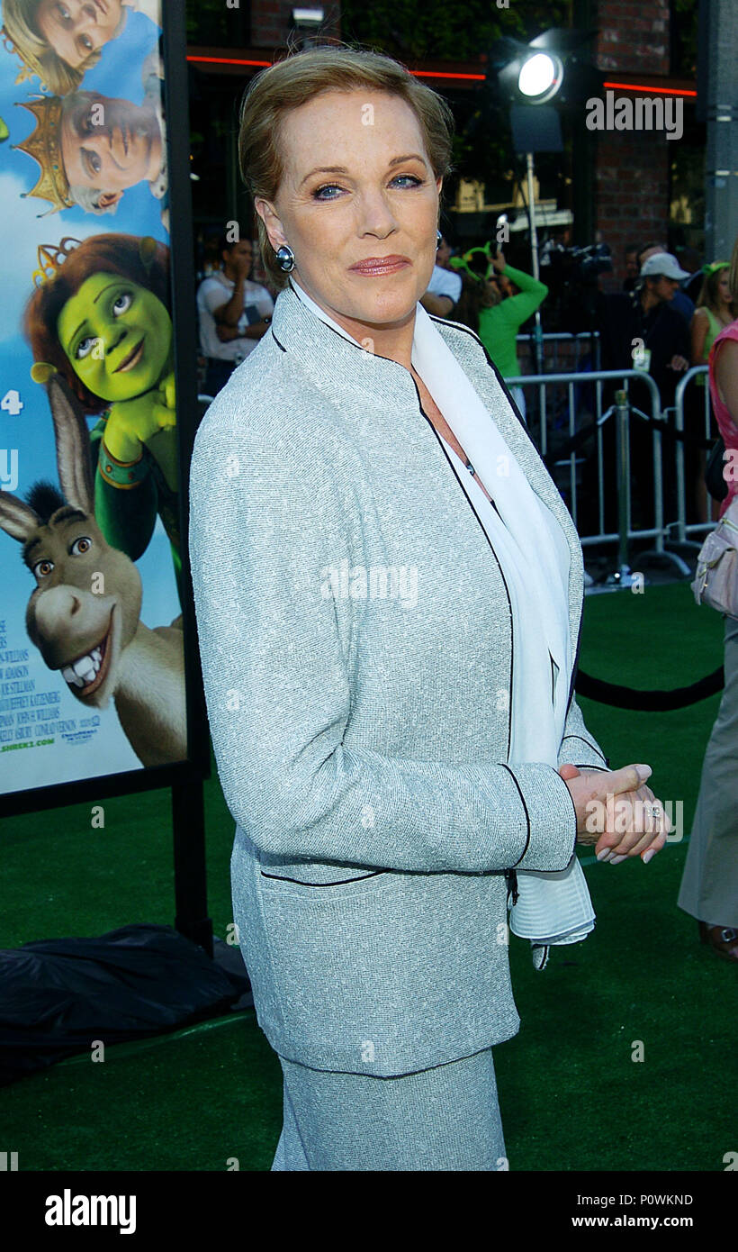 Julie Andrews Arriving At The Shrek 2 Premiere At The Westwood Village Theatre In Los Angeles