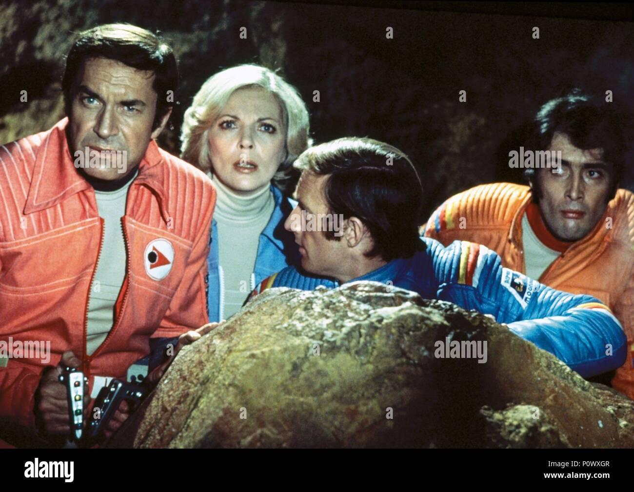 Original Film Title: SPACE: 1999.  English Title: SPACE: 1999.  Film Director: CHARLES CRICHTON.  Year: 1975.  Stars: BARBARA BAIN; MARTIN LANDAU. Credit: RAI/ITC / Album - Stock Image