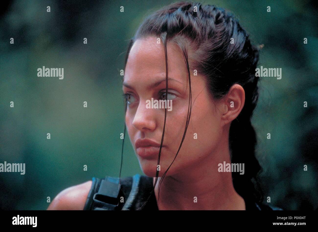 Original Film Title: LARA CROFT: TOMB RAIDER.  English Title: LARA CROFT: TOMB RAIDER.  Film Director: SIMON WEST.  Year: 2001.  Stars: ANGELINA JOLIE. Credit: PARAMOUNT PICTURES / Album - Stock Image