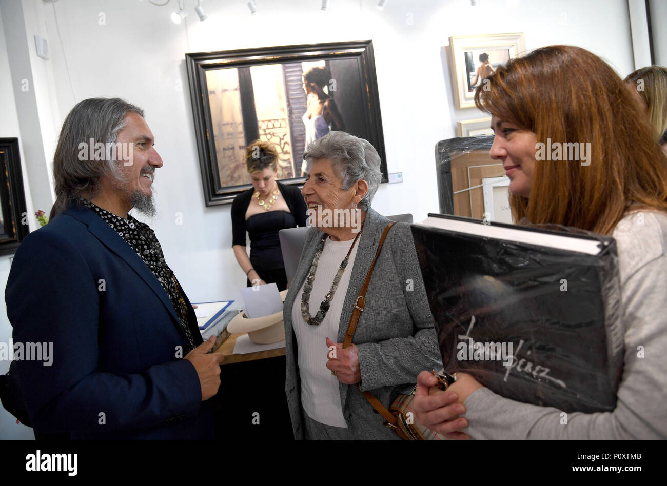 Leading figurative artist Fabian Perez during his countrywide tour unveiling his new collection of paintings Credit: Finnbarr Webster/Alamy Live News - Stock Image