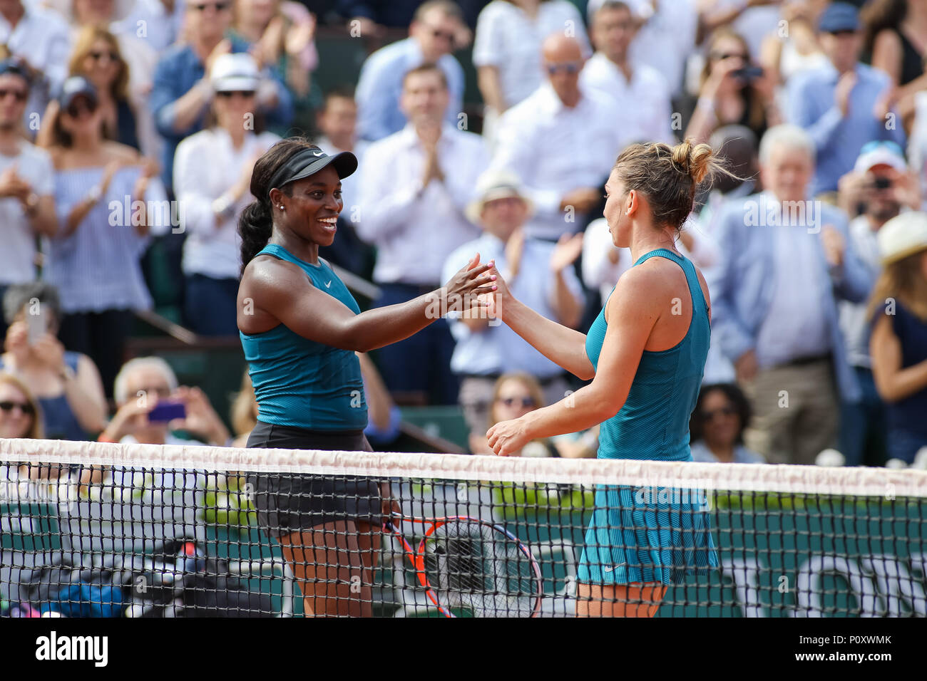Paris france 9th june 2018 l r sloane stephens usa simona l r sloane stephens usa simona halep rou tennis l r sloane stephens of the united states and simona halep of romania greet each other after the m4hsunfo