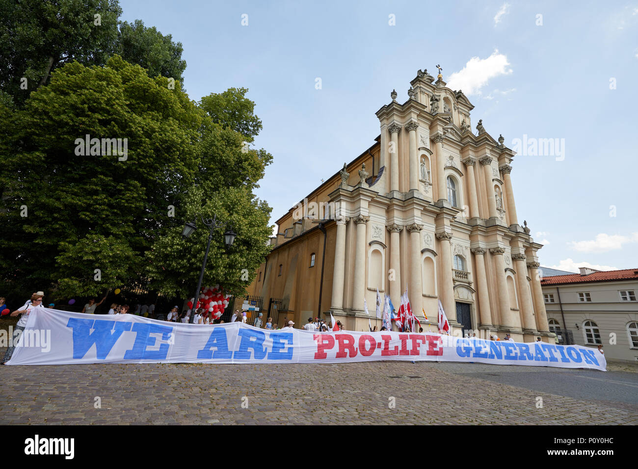 Warsaw, Poland. 10th June 2018. Pro-life supporters outside Kościół Opieki św. Józefa w Warszawie (Church of St. Joseph of the Visitationists) in Warsaw, part of a series of pro-life demonstrations across Poland on 10 June 2018. Credit: Kevin Frost/Alamy Live News - Stock Image