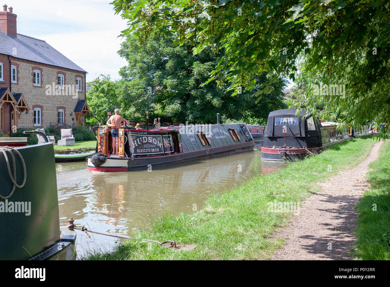 Cosgrove. Northamptnshire. Weather, U.K. 10th June 2018. Weather.  A Peaceful sunny Sunday afternoon on the Grand Union Canal. Credit: Keith J Smith./Alamy Live News - Stock Image