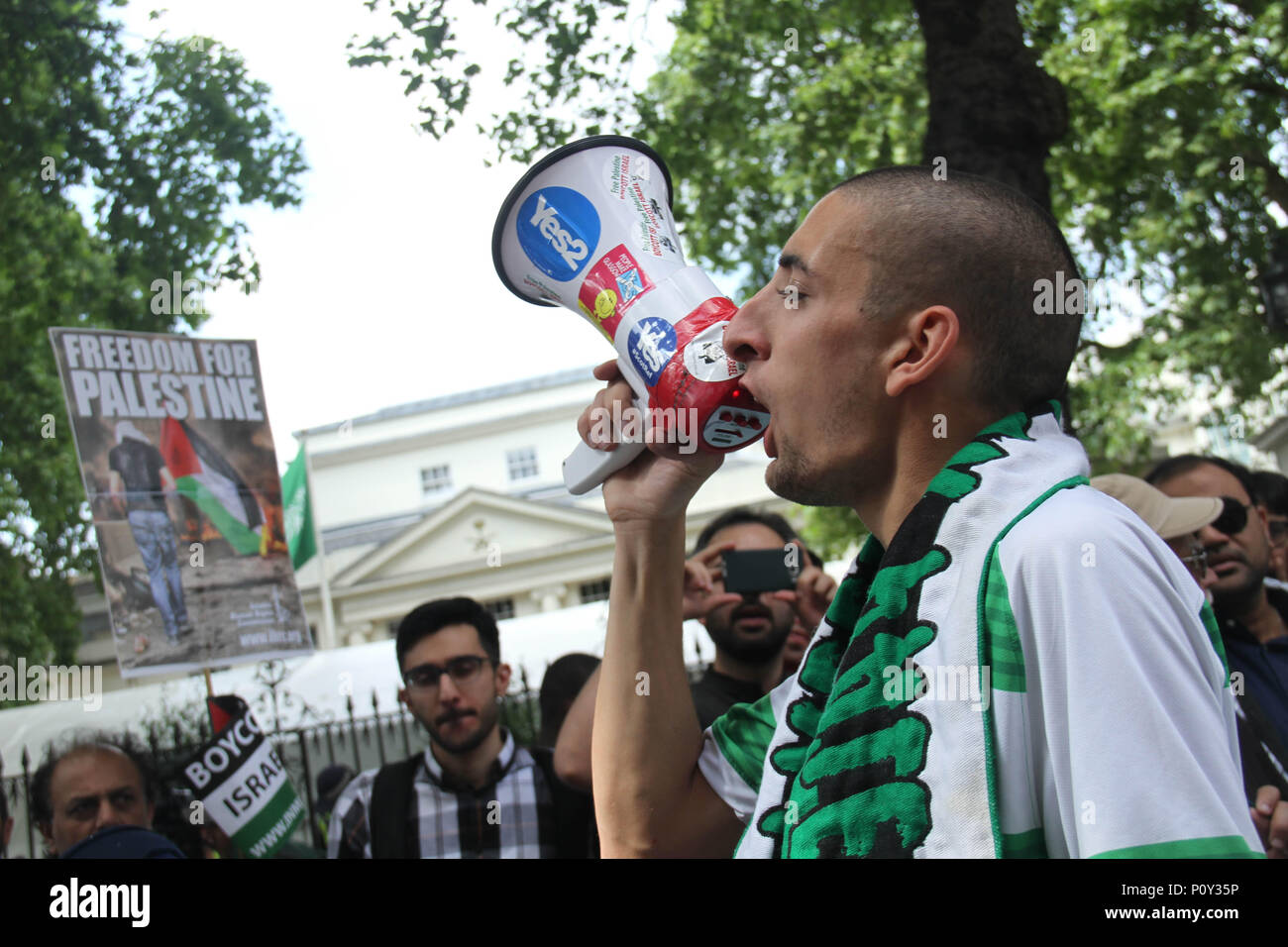 London, UK - 10 June 2018: A Protestors speaks on a megaphone during the Al Quds Day demonstration outside the Saudi Arabia Embassy for Al Quds Day on 10 June 2018. The annual event held on the last Friday of Ramadan that was initiated in 1979 to express support for the Palestinians and oppose Zionism and Israel. Credit: David Mbiyu - Stock Image
