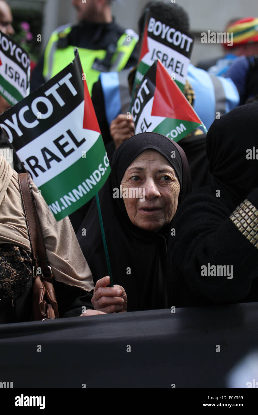 London, UK - 10 June 2018: An eldely protestor joind thousands others outside the Saudi Arabia Embassy for Al Quds Day on 10 June 2018. The annual event held on the last Friday of Ramadan that was initiated in 1979 to express support for the Palestinians and oppose Zionism and Israel. Credit: David Mbiyu Credit: david mbiyu/Alamy Live News - Stock Image