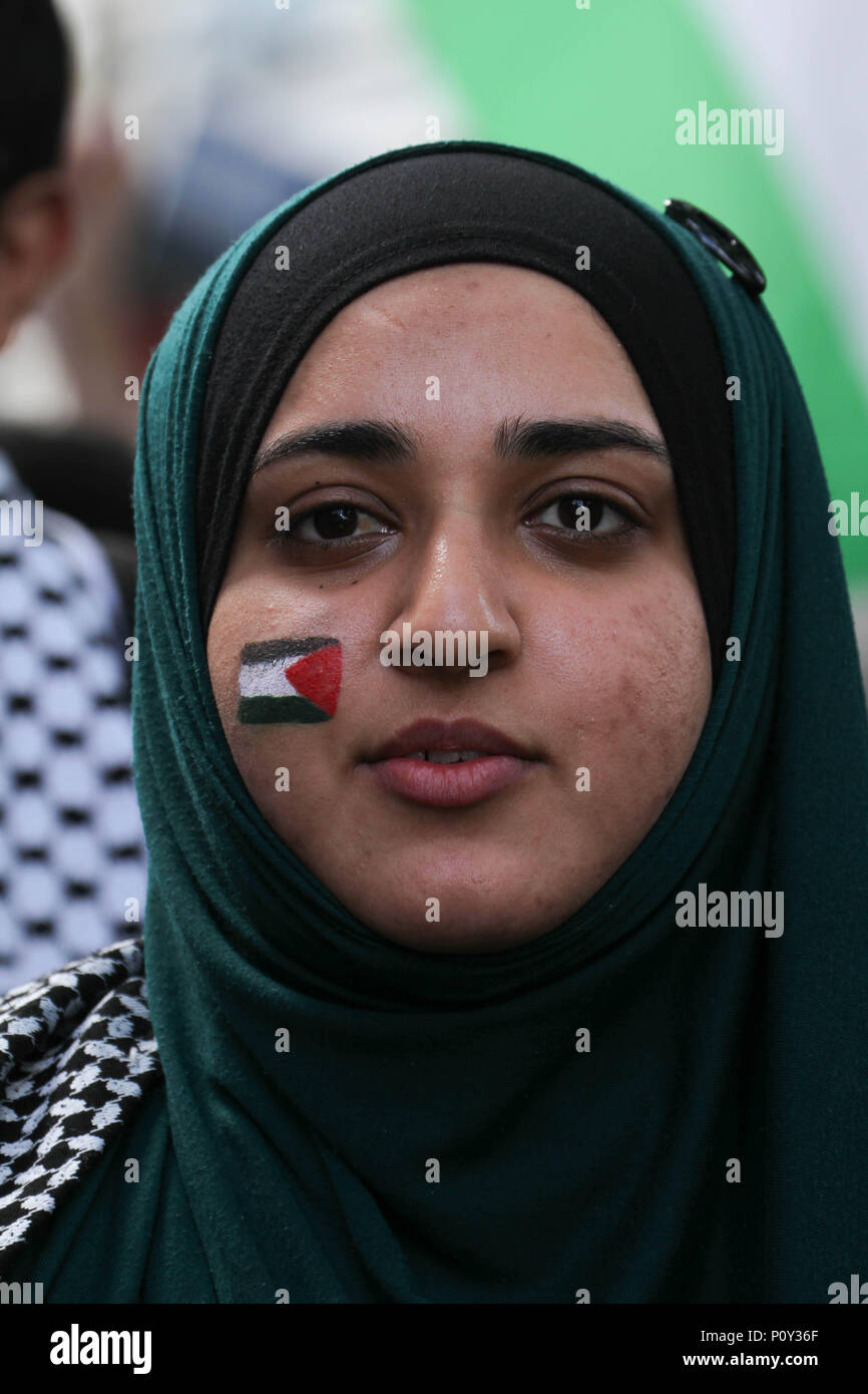 London, UK - 10 June 2018: A female protestor with a Palestine flag painted on her face at the demonstration outside the Saudi Arabia Embassy for Al Quds Day on 10 June 2018. The annual event held on the last Friday of Ramadan that was initiated in 1979 to express support for the Palestinians and oppose Zionism and Israel. Credit: David Mbiyu Credit: david mbiyu/Alamy Live News Stock Photo