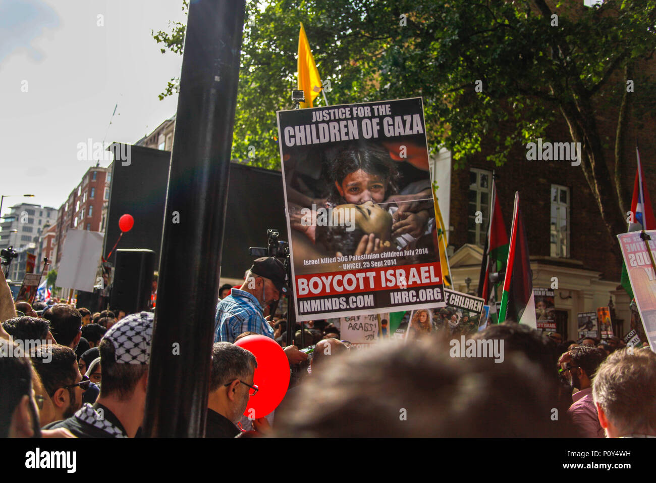 London, UK. 10th June 2018. Palestinian Supporter at the Al-Quds March Credit: Alex Cavendish/Alamy Live News - Stock Image
