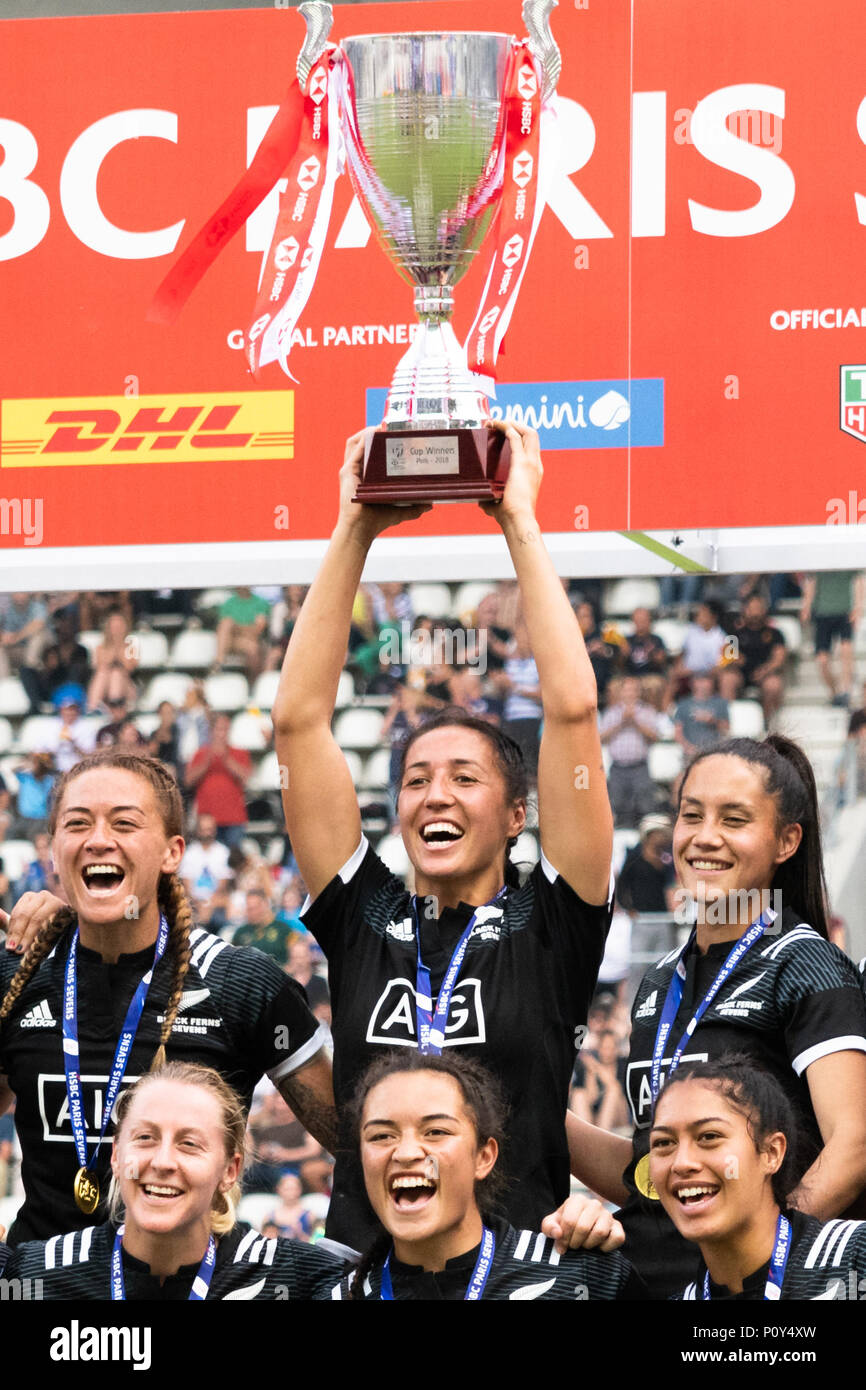 Paris, France. 10th Jun, 2018. New Zealand women rugby sevens team lifts the trophy at stade Jean Bouin as the black ferns seven win the HSBC Sevens series in Paris, France, 10th June 2018. - Stock Image