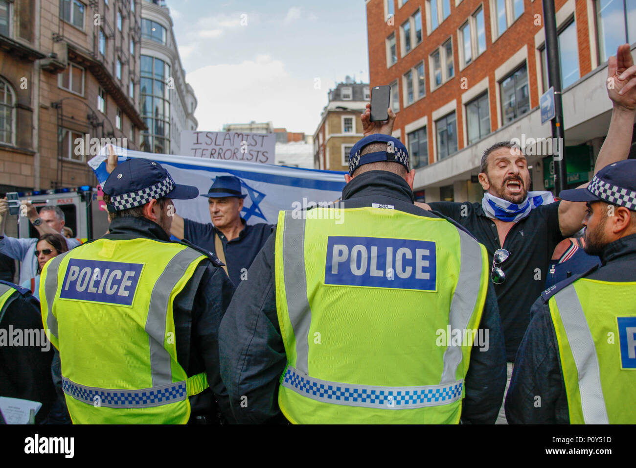London, UK. 10th June 2018. Police hold back Israeli Counter-Demo at the Al-Quds March Credit: Alex Cavendish/Alamy Live News - Stock Image
