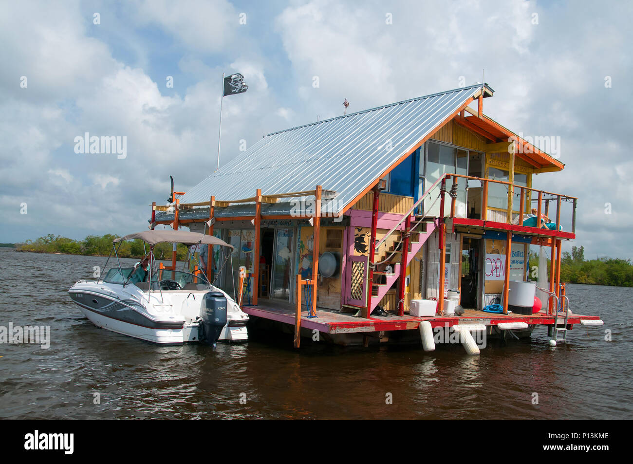 A floating bait shack is conveniently moored in the inland waters of Cape Coral. - Stock Image