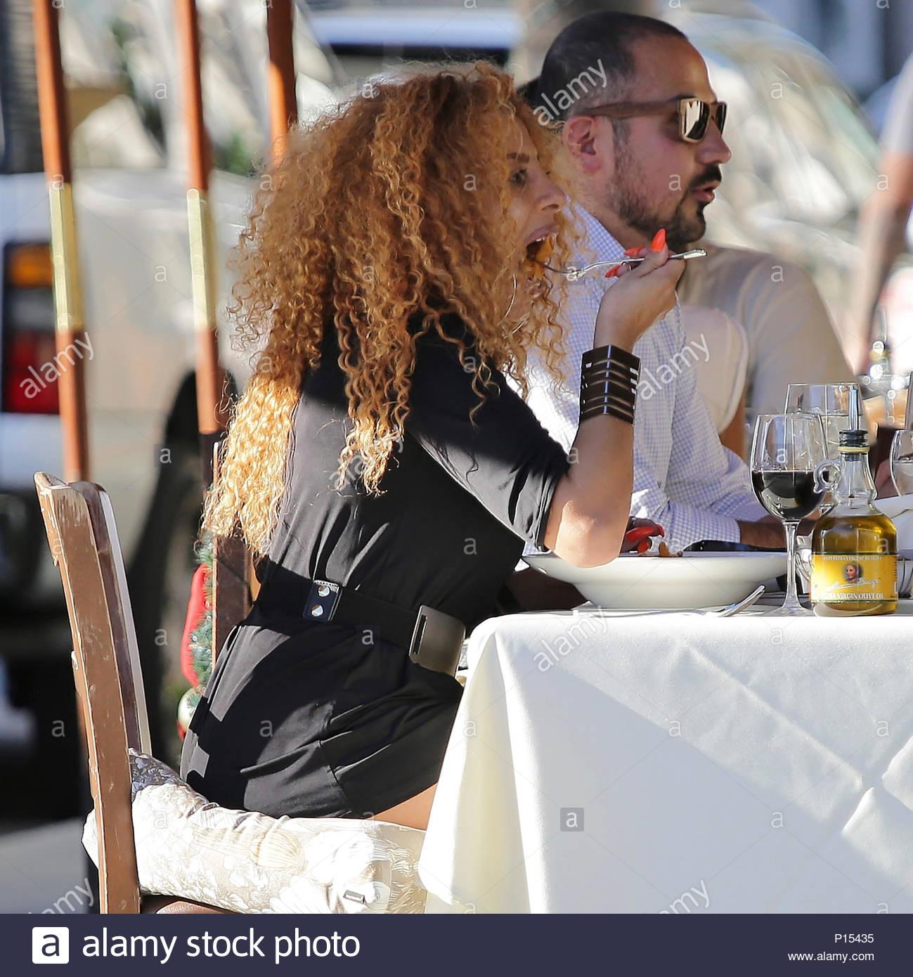 Afida turner afida turner and fashion designer lloyd klein seen having lunch at il pastaio - Elle ne porte jamais de sous vetement ...