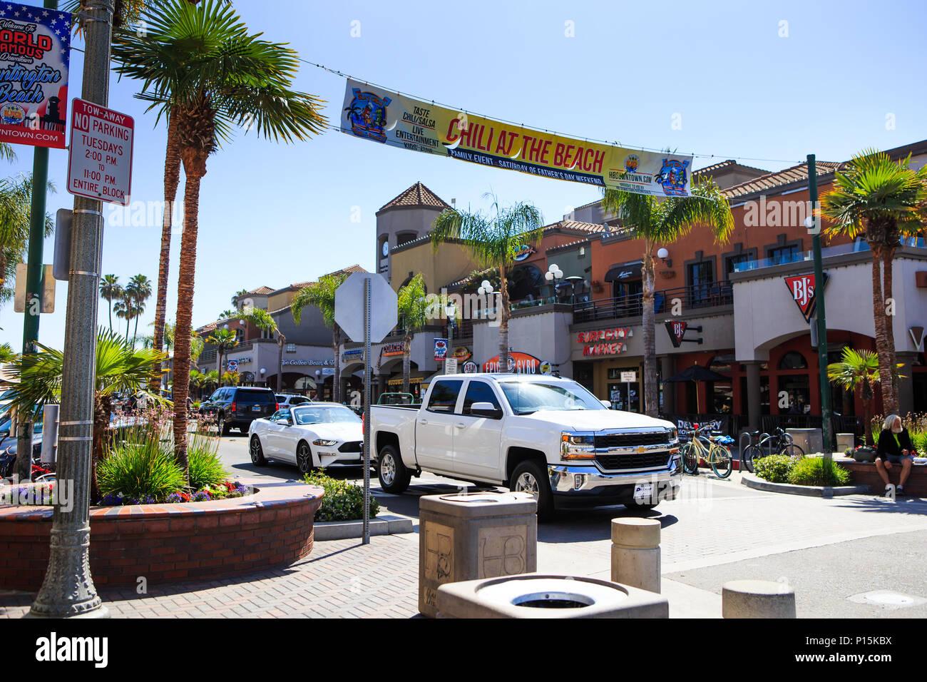 Restaurants And Outdoor Eating On Main Street Huntington Beach California Usa Stock Photo Alamy