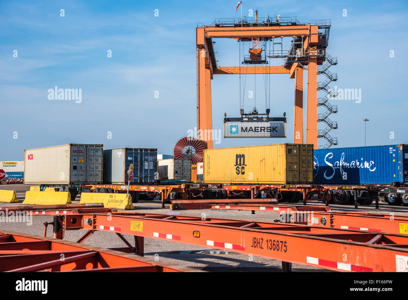 Stacking crane transferring a railway container at BNSF Intermodal Facility in Memphis, Tennessee. (USA) - Stock Image