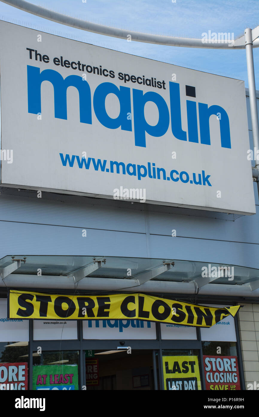 Farnborough, Hampshire, UK. 11th June, 2018. Today is the final day of trading for the electronics retailer, Maplins, in the town. The store is one of many retailers to be hard hit by changes in shopping habits in recent months. Credit: GP Images/Alamy Live News. - Stock Image