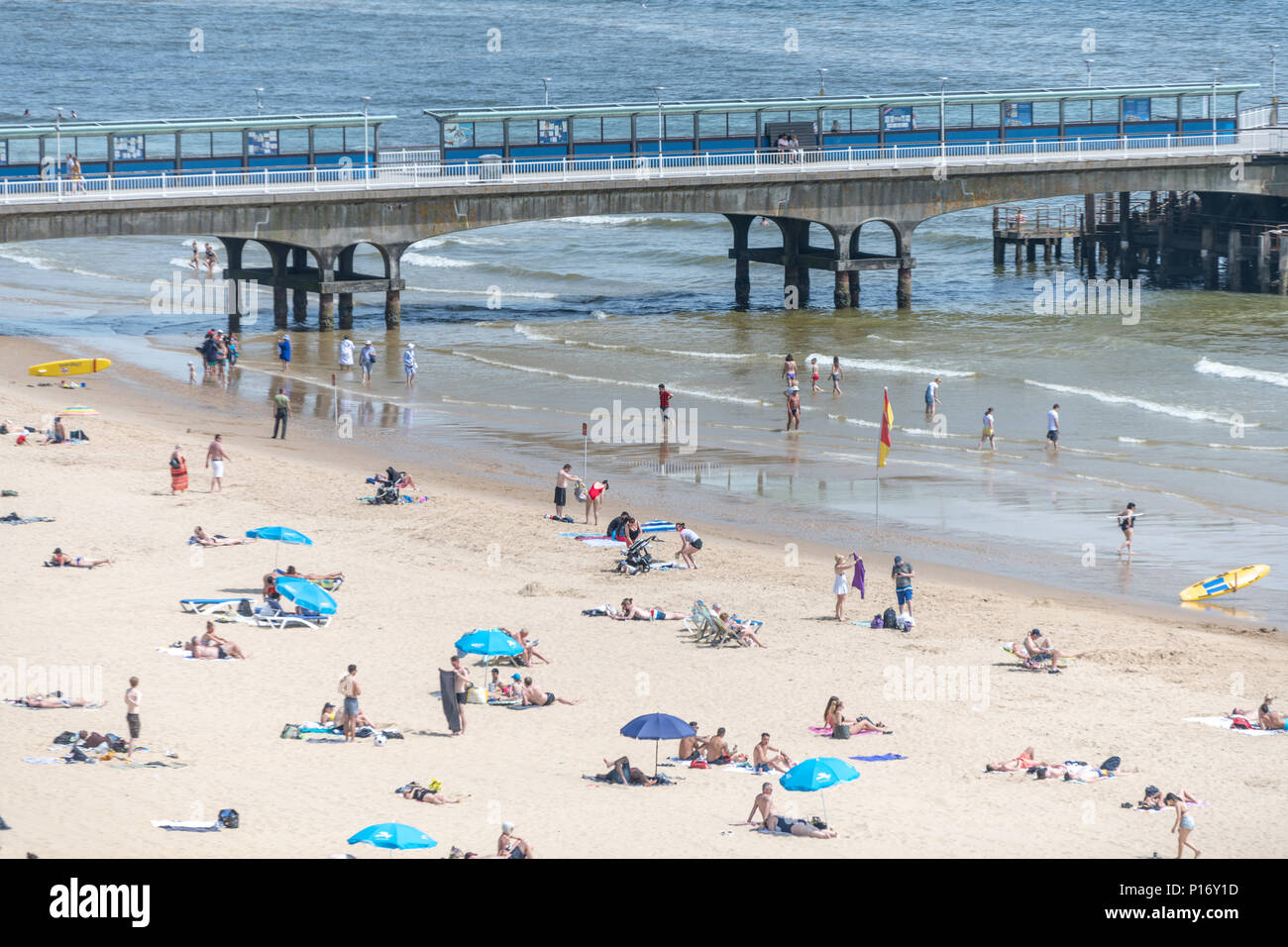 Bournemouth, UK. 11th June 2018. Tourists enjoy the hot and sunny weather on Bournemouth beach and seafront. Credit: Thomas Faull/Alamy Live News Stock Photo
