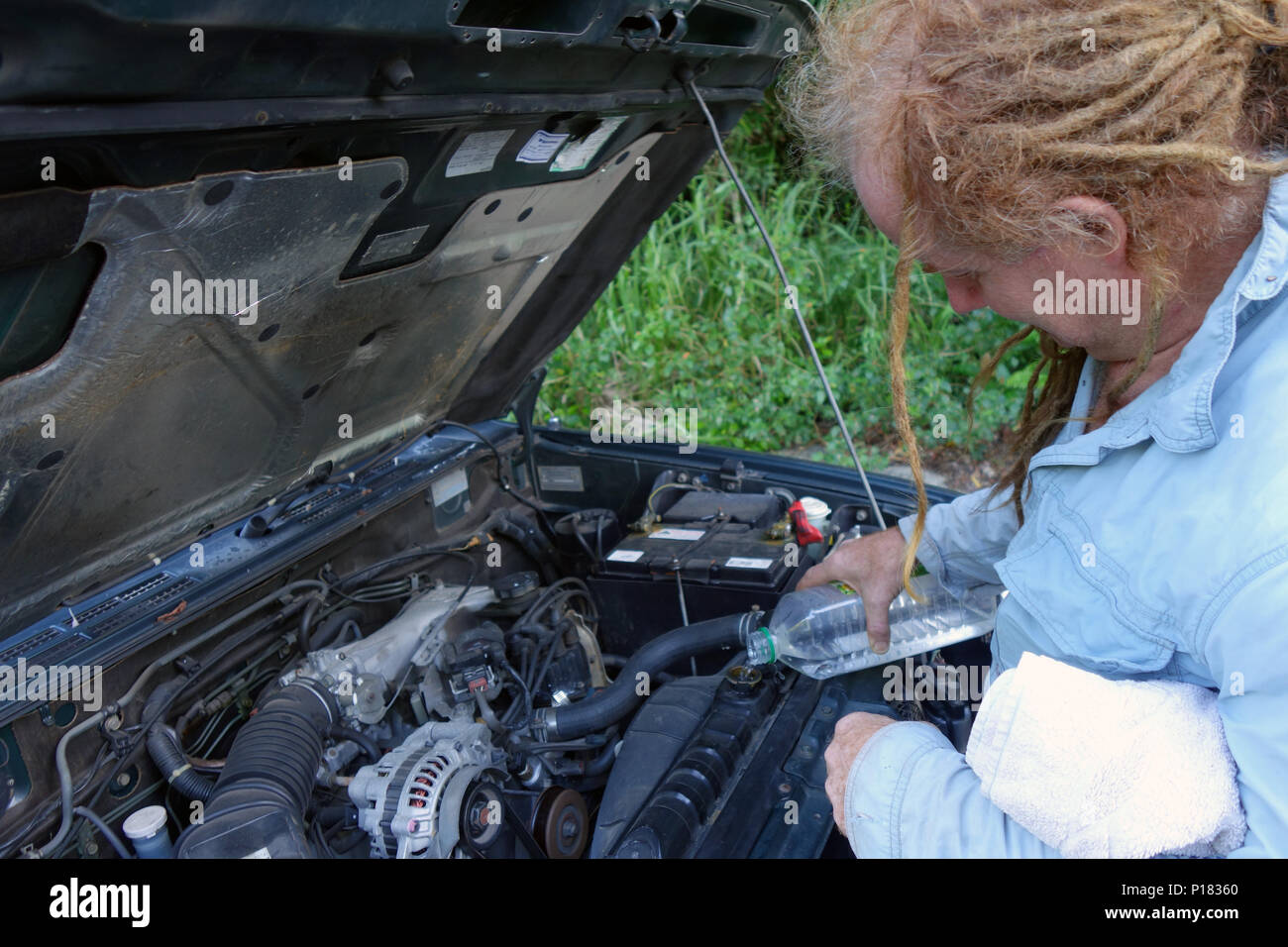 Water Engine Stock Photos Images Alamy Diagrams Dragon School Of Motoring Pouring Into Radiator Overheated 4wd Car Beside The Road Daintree Queensland