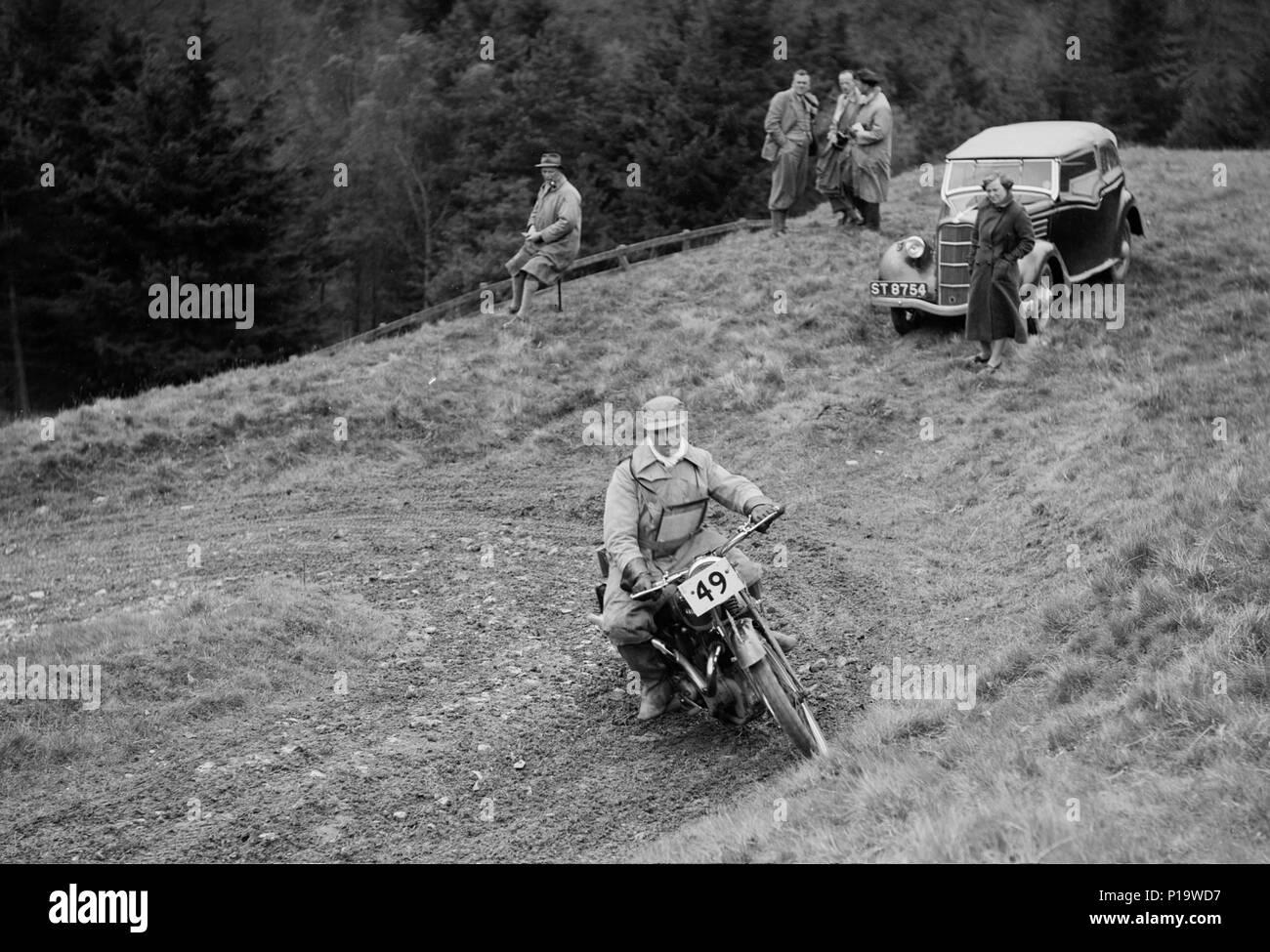 347 cc Ariel of F Gooding competing in the MCC Edinburgh Trial, Roxburghshire, Scotland, 1938. Artist: Bill Brunell. - Stock Image