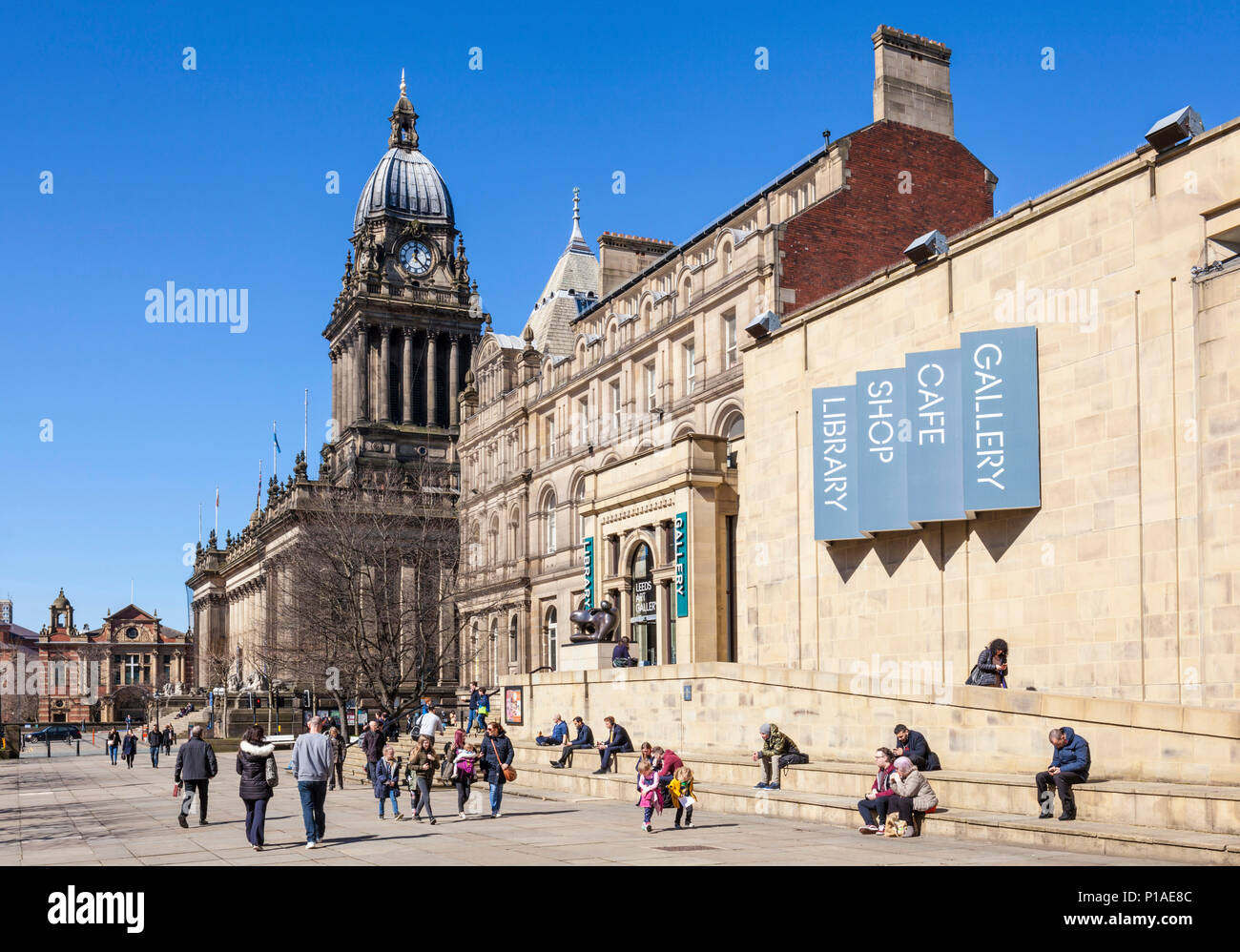 yorkshire england leeds yorkshire leeds town hall leeds art gallery leeds central library the headrow leeds city centre  yorkshire england uk gb - Stock Image