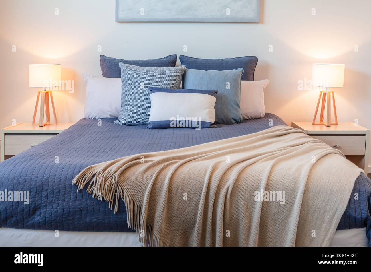 Bedding Cuscini.Beautiful Arrangement Of Pillows On Bed In A Bedroom With Bedside