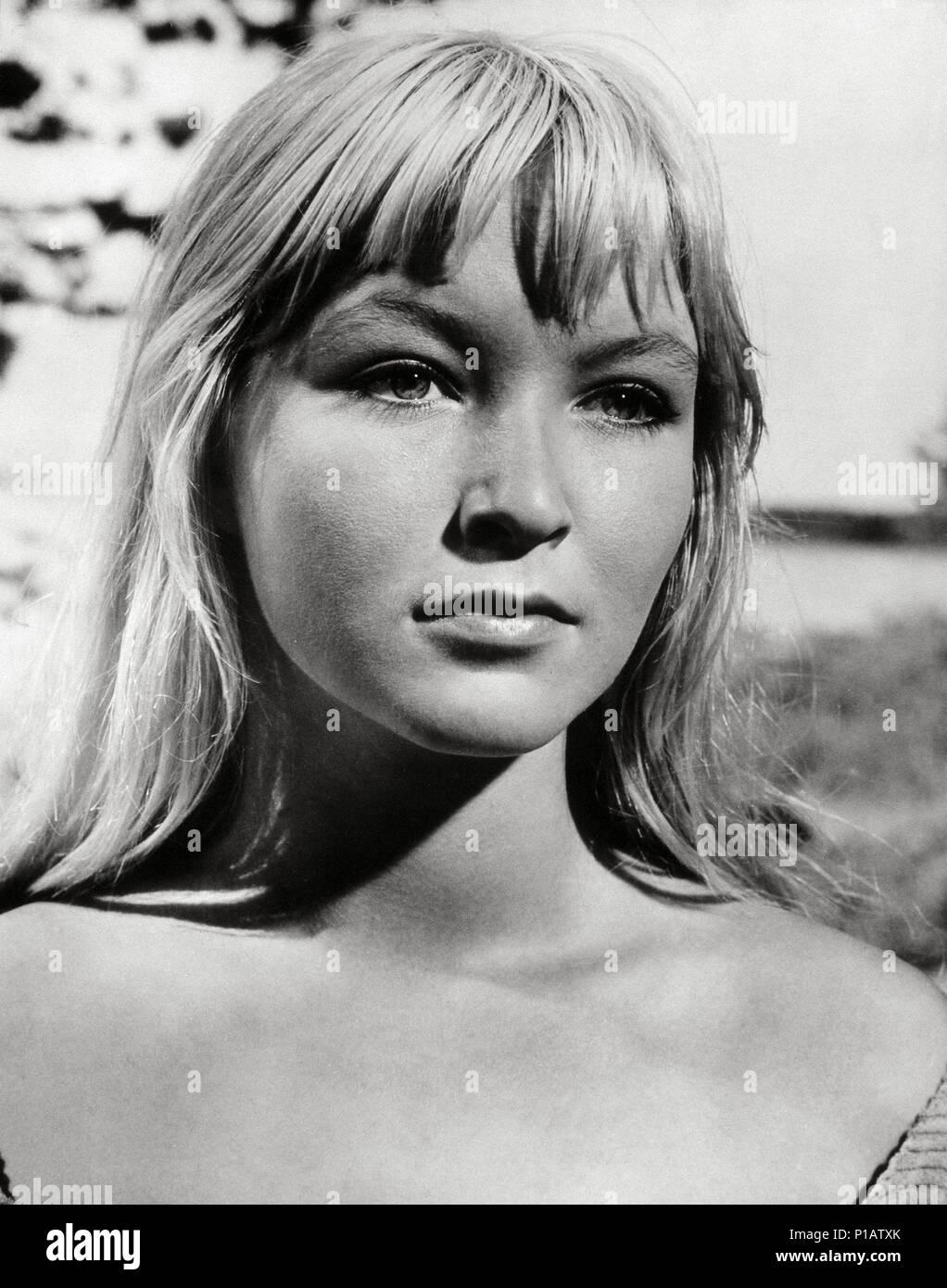 Колдунья (фильм, 1956) Википедия